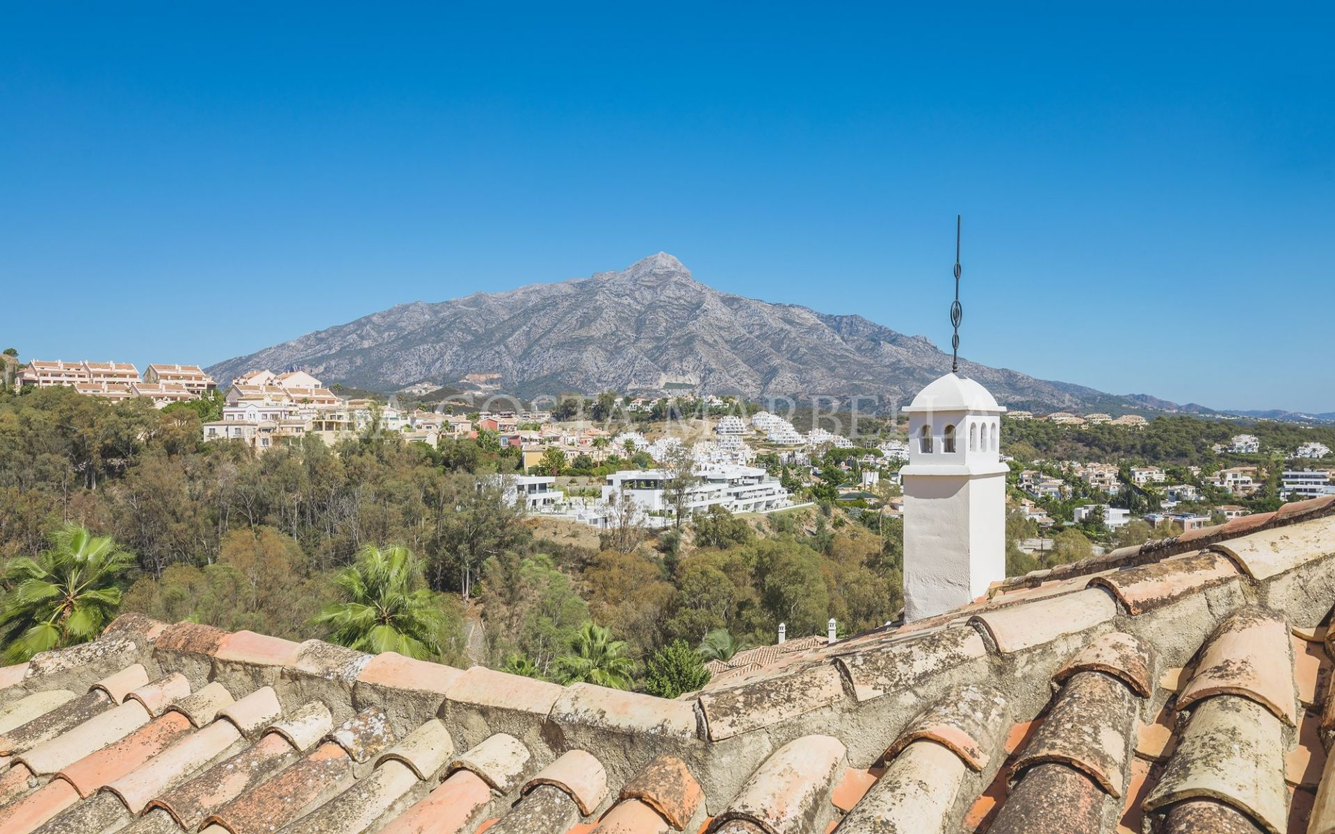Penthouse for sale in Los Belvederes, Nueva Andalucia