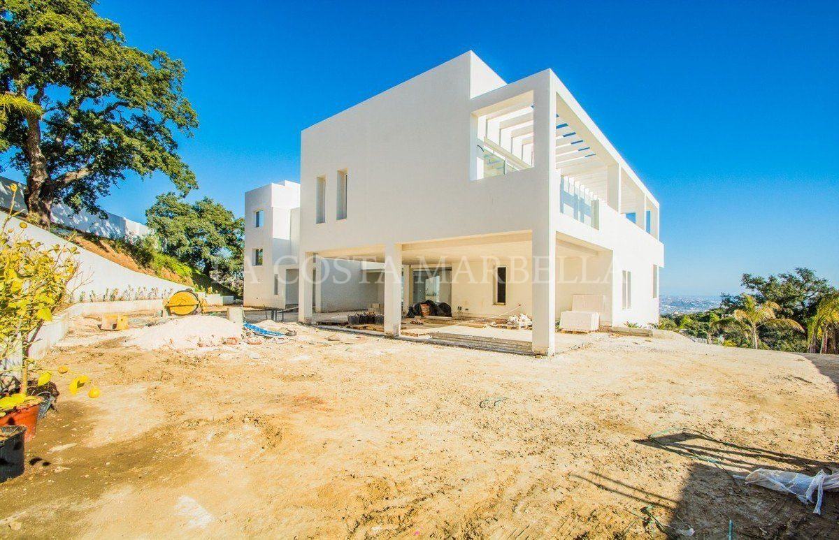 Villa for sale in La Mairena, Marbella East