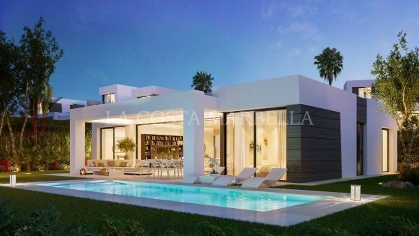 Villa for sale in Cabopino, Marbella East