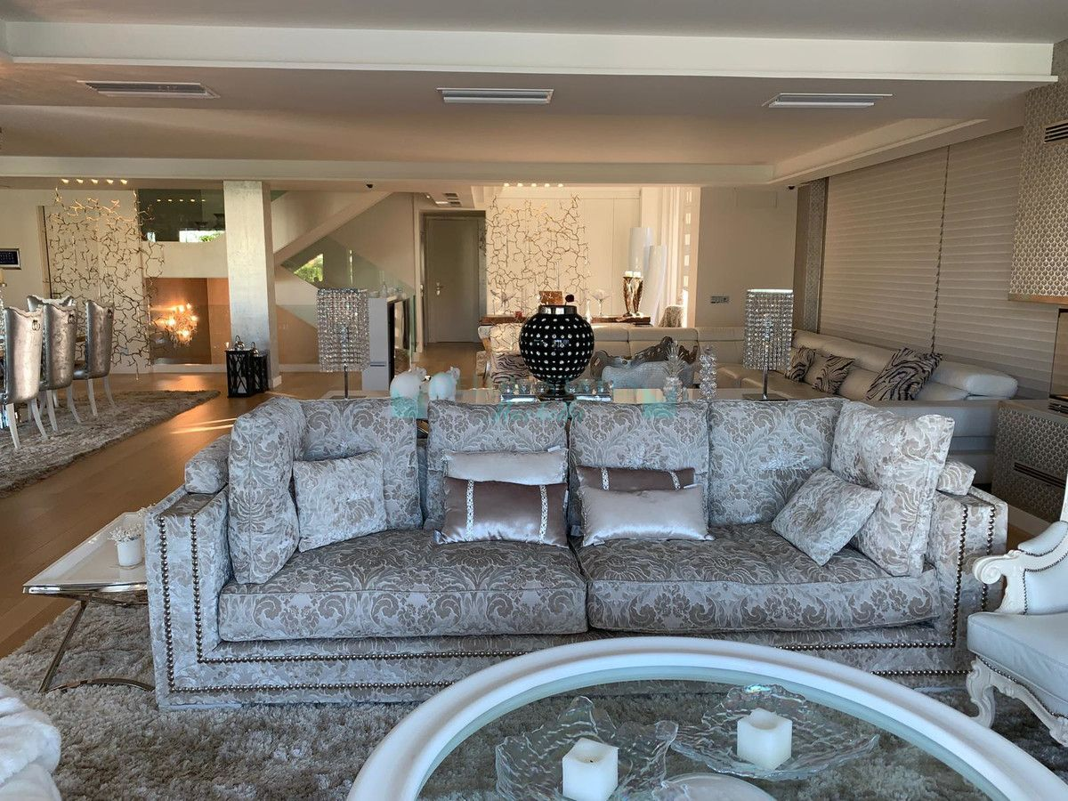 Villa for sale in Bahia de Marbella, Marbella East