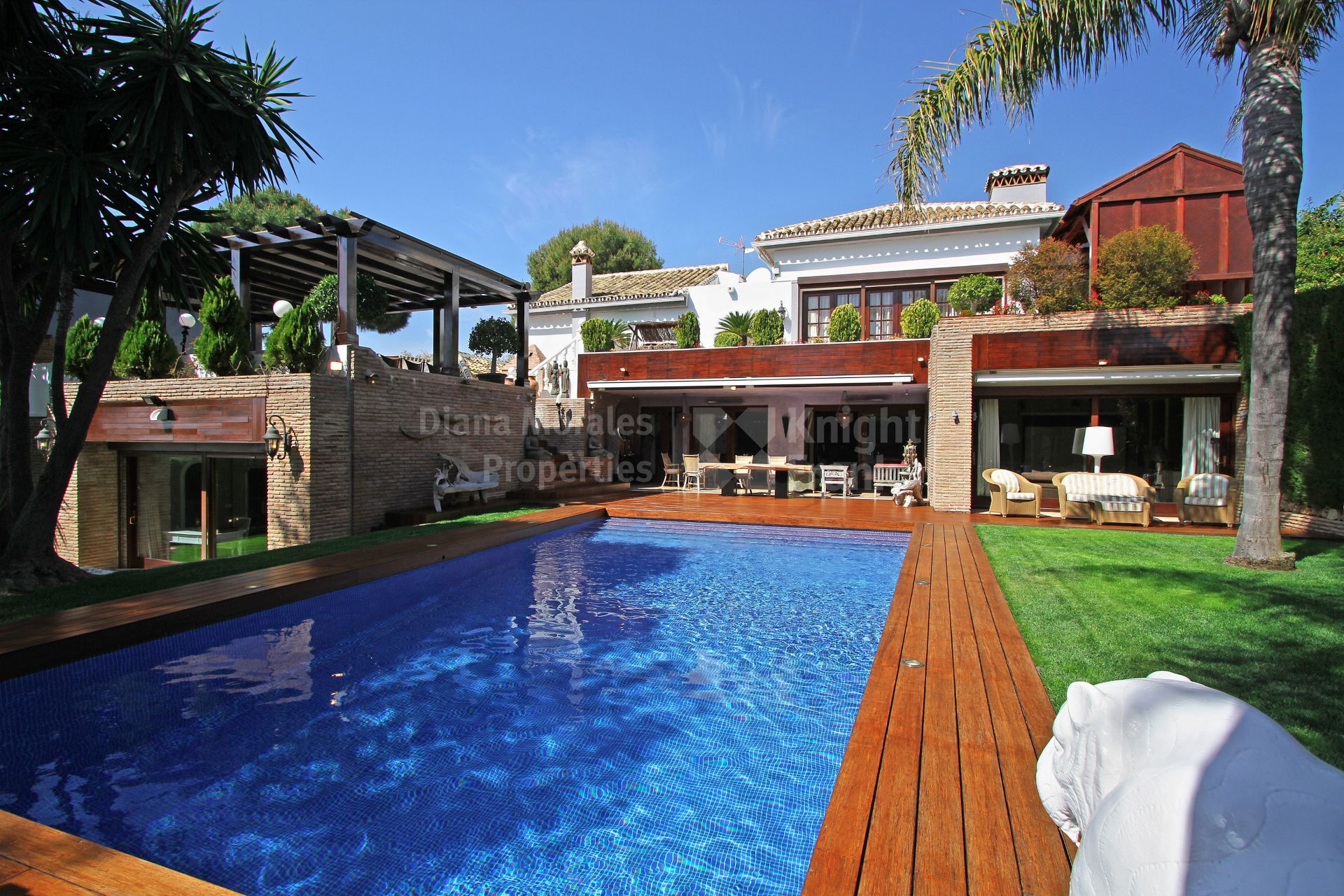 Eight bedroom villa in sought after area villa for sale - Iproperty marbella ...