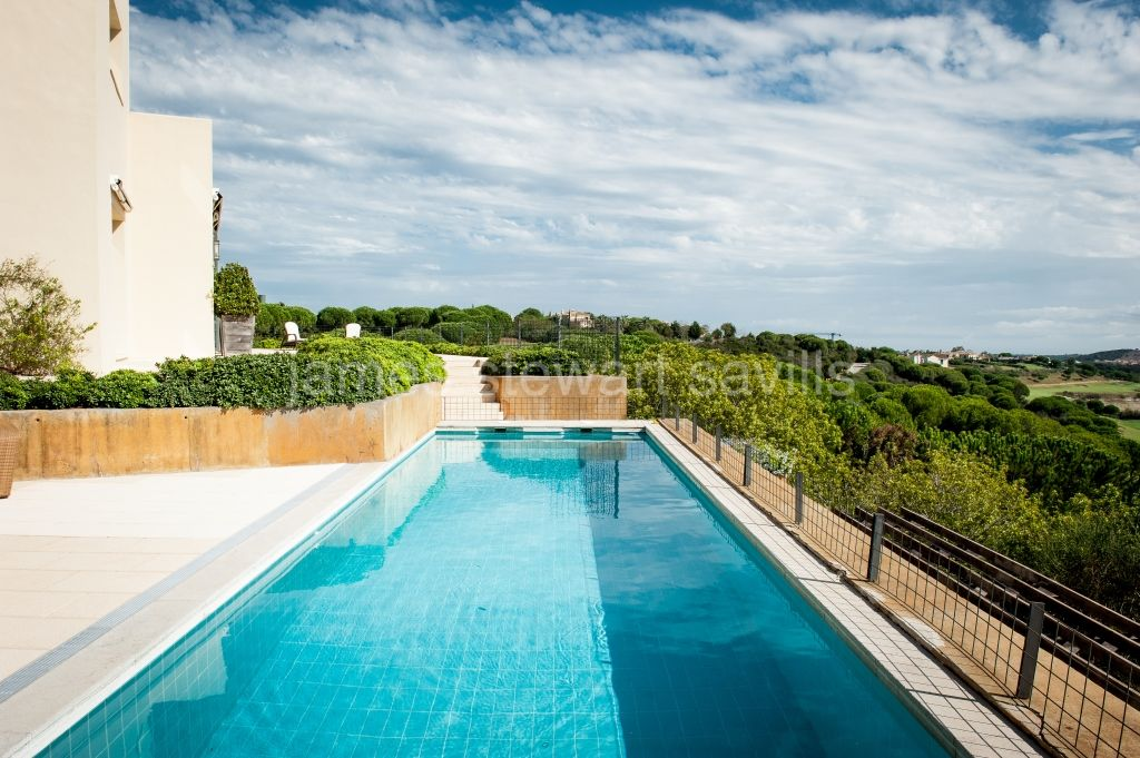 Villa for sale in Almenara Golf, Sotogrande