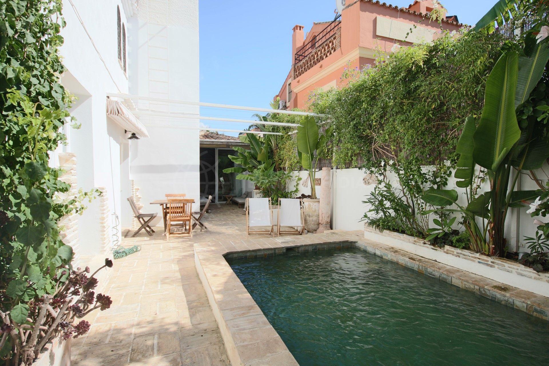 Casa con encanto en venta en san pedro playa con piscina for Apartamentos con piscina y playa