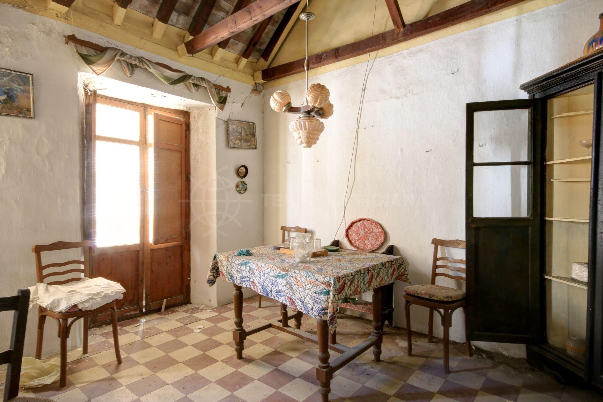 Casa en venta para reformar en el casco antiguo de Estepona