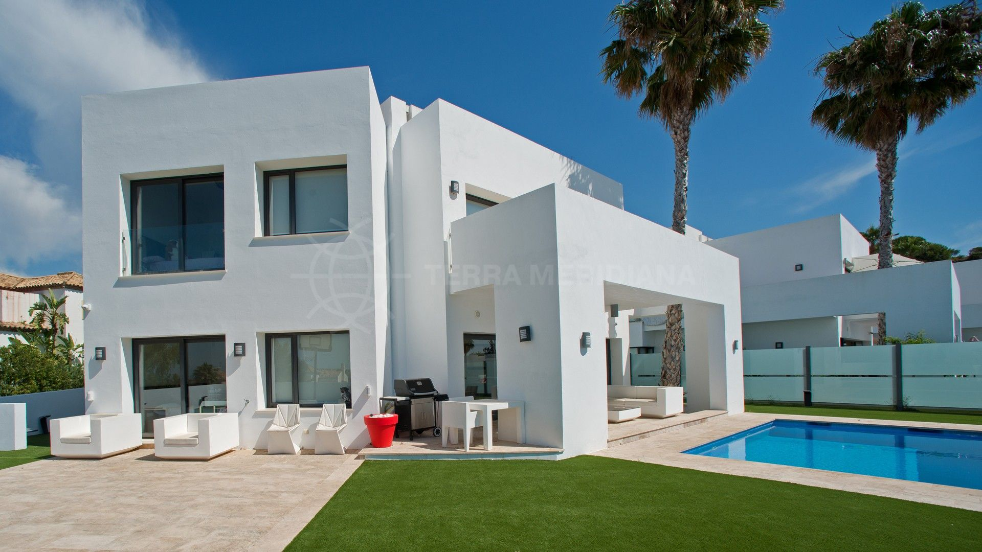 Corner villa for sale with panoramic sea views atalaya fairways