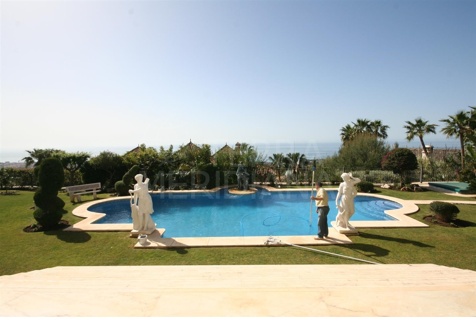 Spacious luxury 5 bedroom villa with imposing views for sale in Sierra Blanca, Marbella Golden Mile
