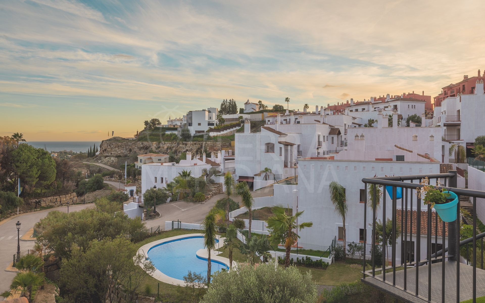 Paraiso Pueblo, Benahavis - 2 and 3 Bedroom contemporary apartments in a luscious community with ample gardens and facilities