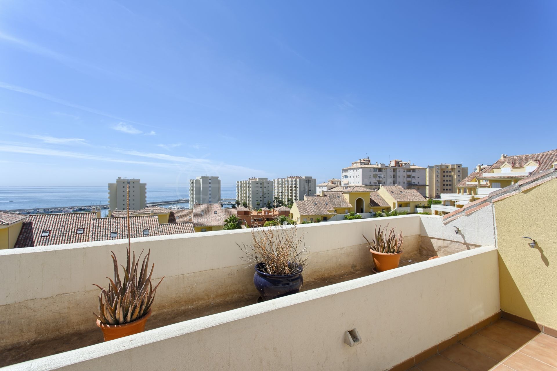 Deluxe duplex penthouse with sea views for sale in Puerto Alto