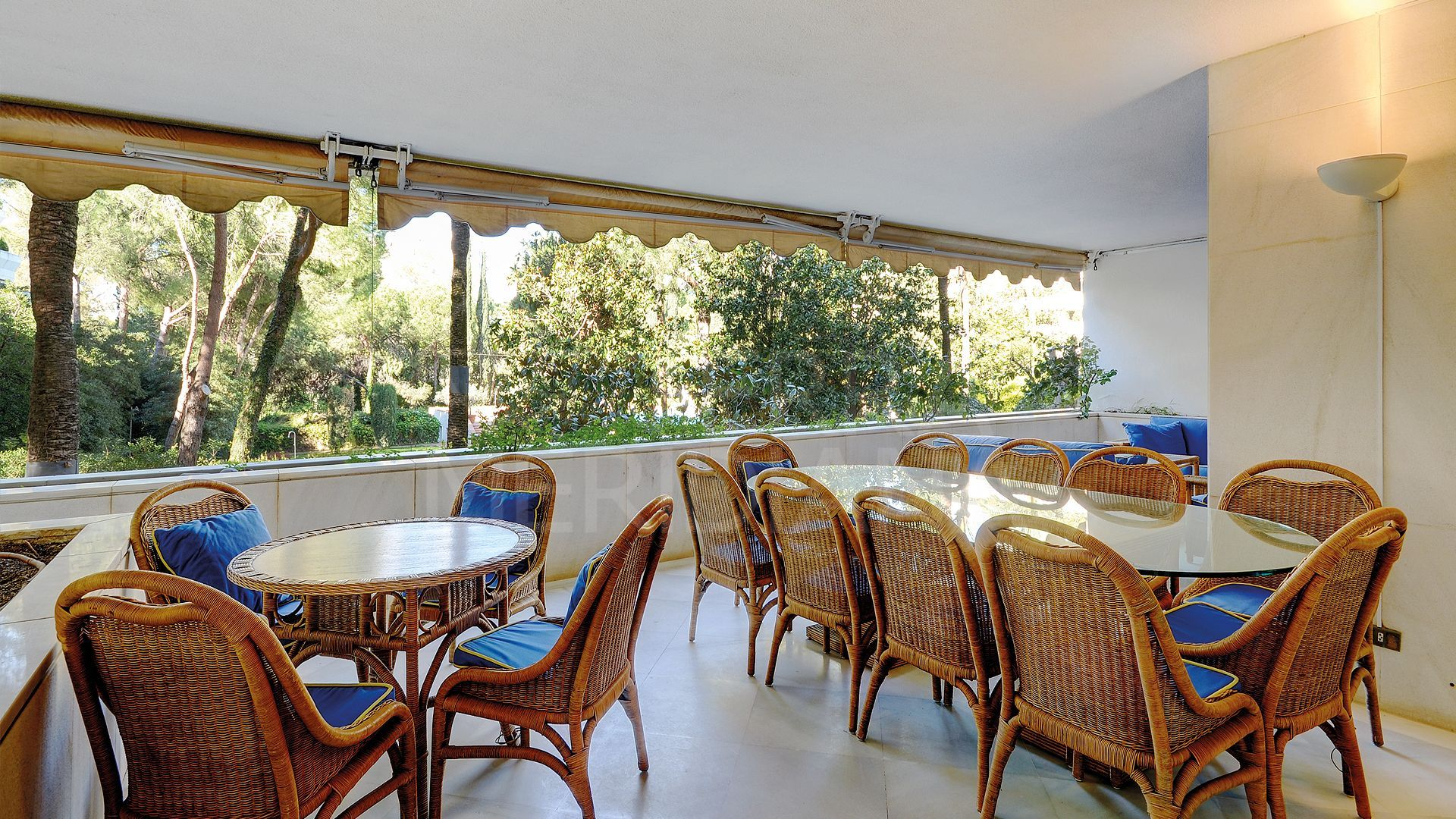 Apartment for sale in the emblematic second line beach complex of Don Gonzalo, Marbella