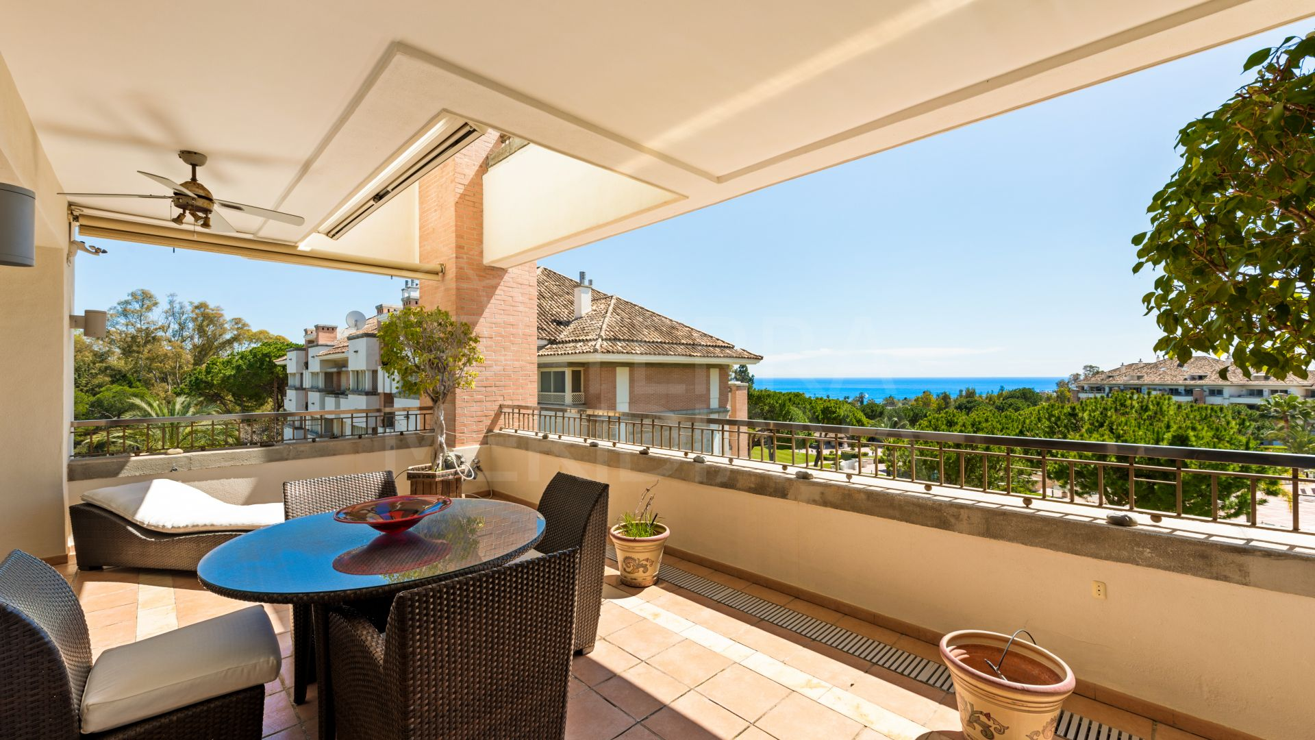 Apartment with sea views for sale in the development of La Trinidad, Marbella Golden Mile