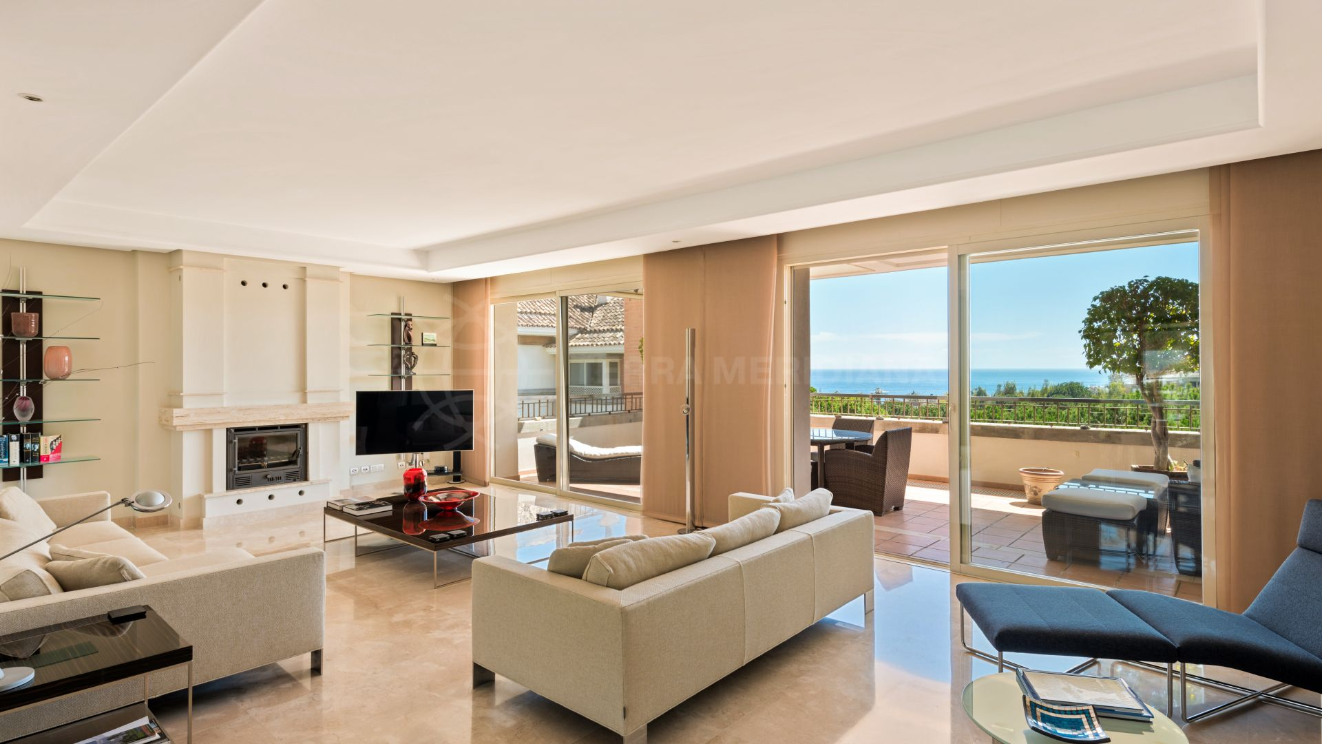 fe7653cf74ece Exclusive apartment with exquisite designer finishes and sea views for sale  in the prestigious development of La Trinidad, Marbella Golden Mile