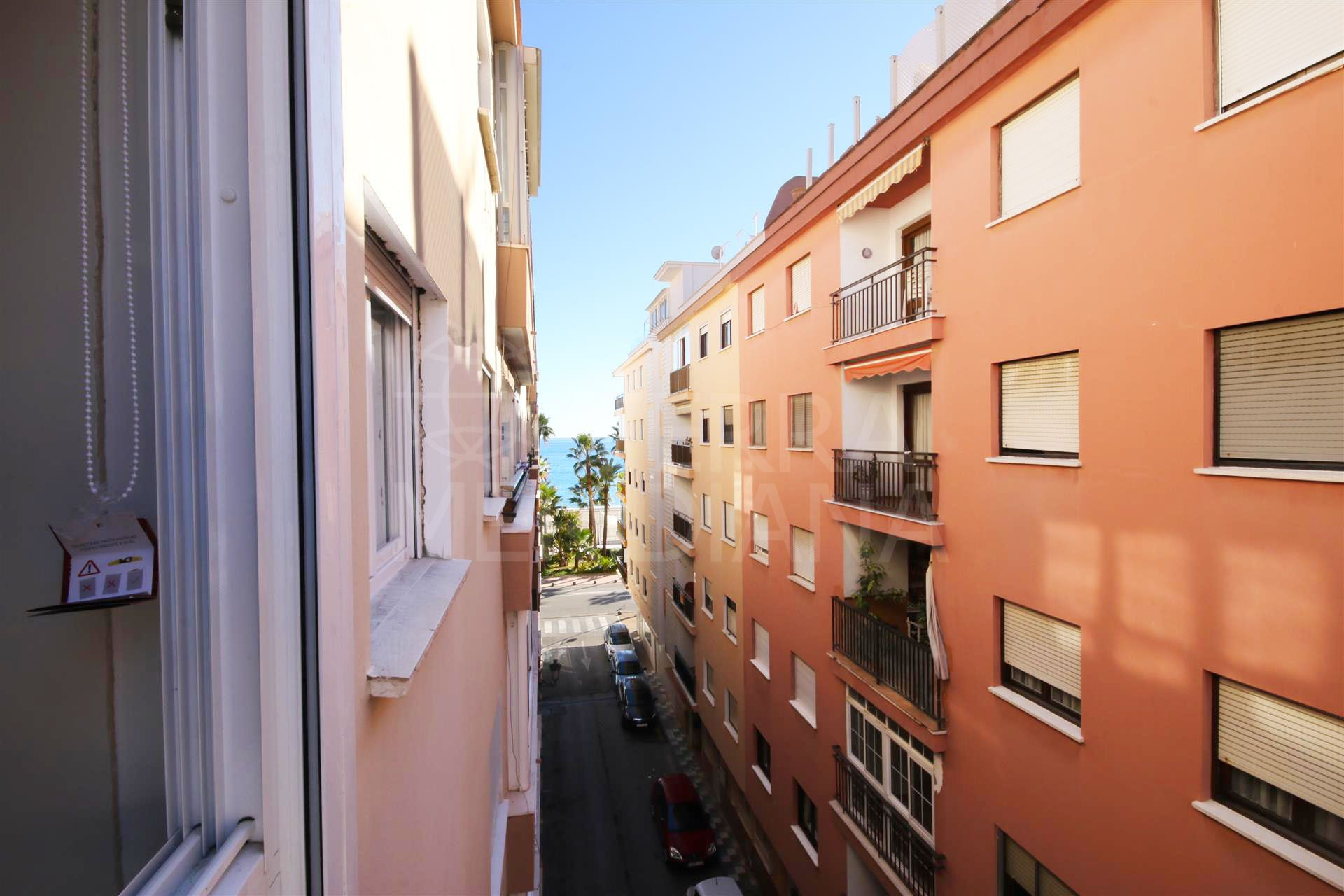 4th floor apartment for sale in Estepona town centre, 50 m from the main beach