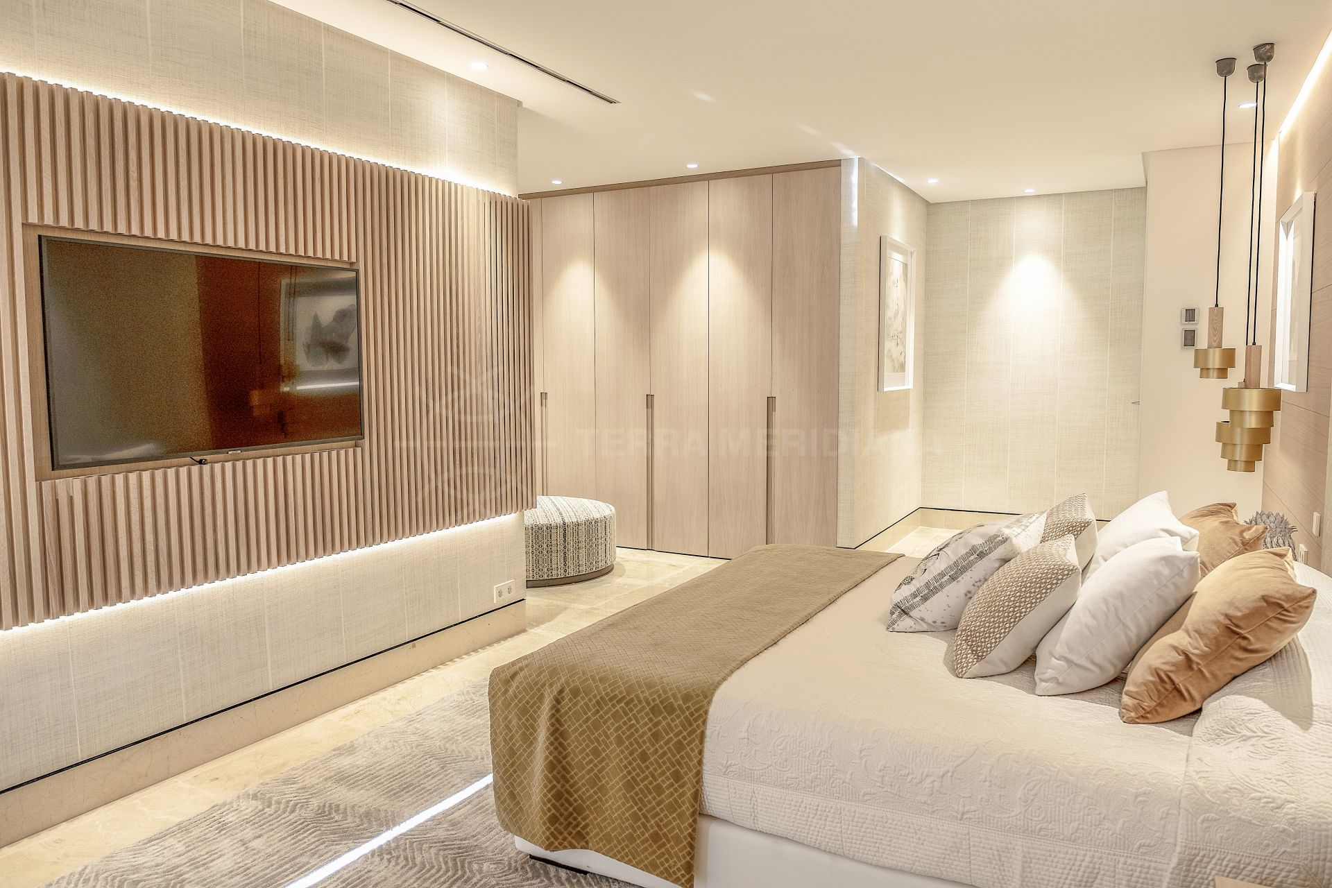 Beachfront 5th-floor luxurious apartment awash in natural light and