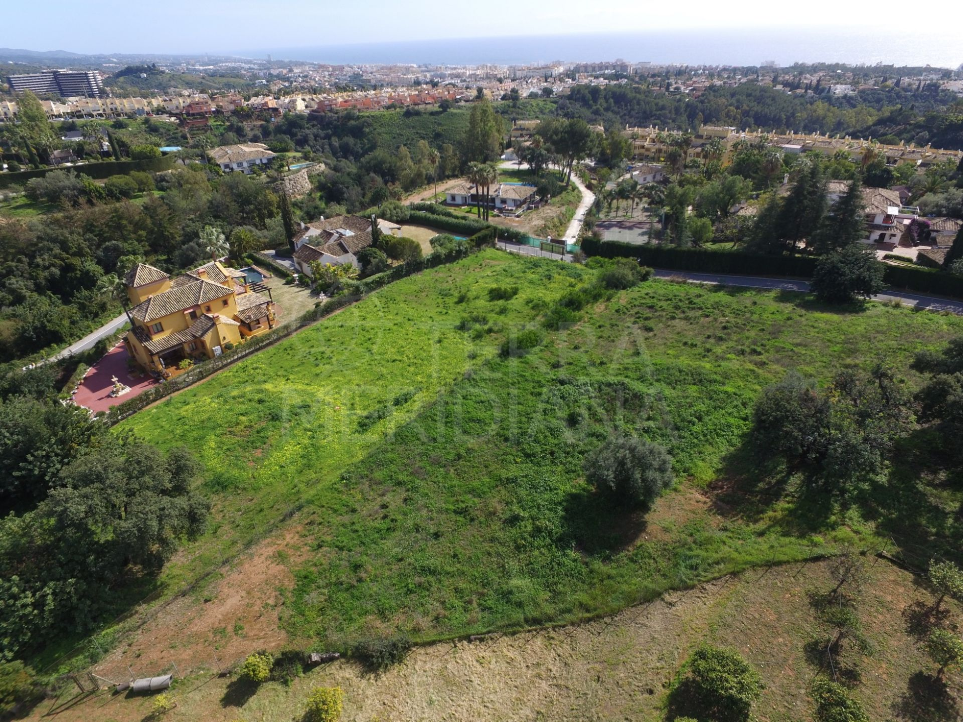 Exceptional plot overlooking the Mediterranean coastline in Camojan, Marbella Golden Mile
