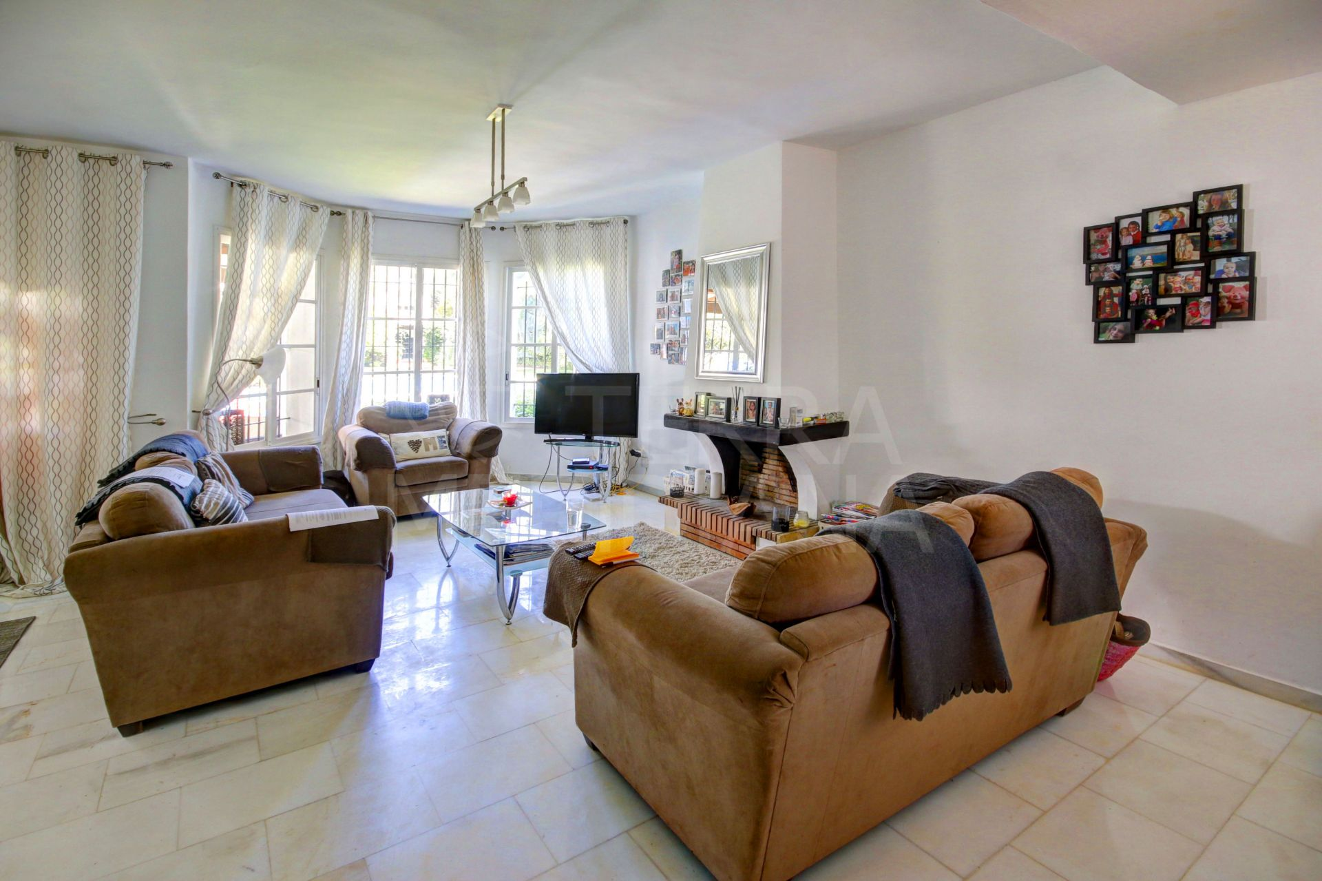 3 bedroom townhouse for sale in gated Nueva Andalucia community, Sol Europa