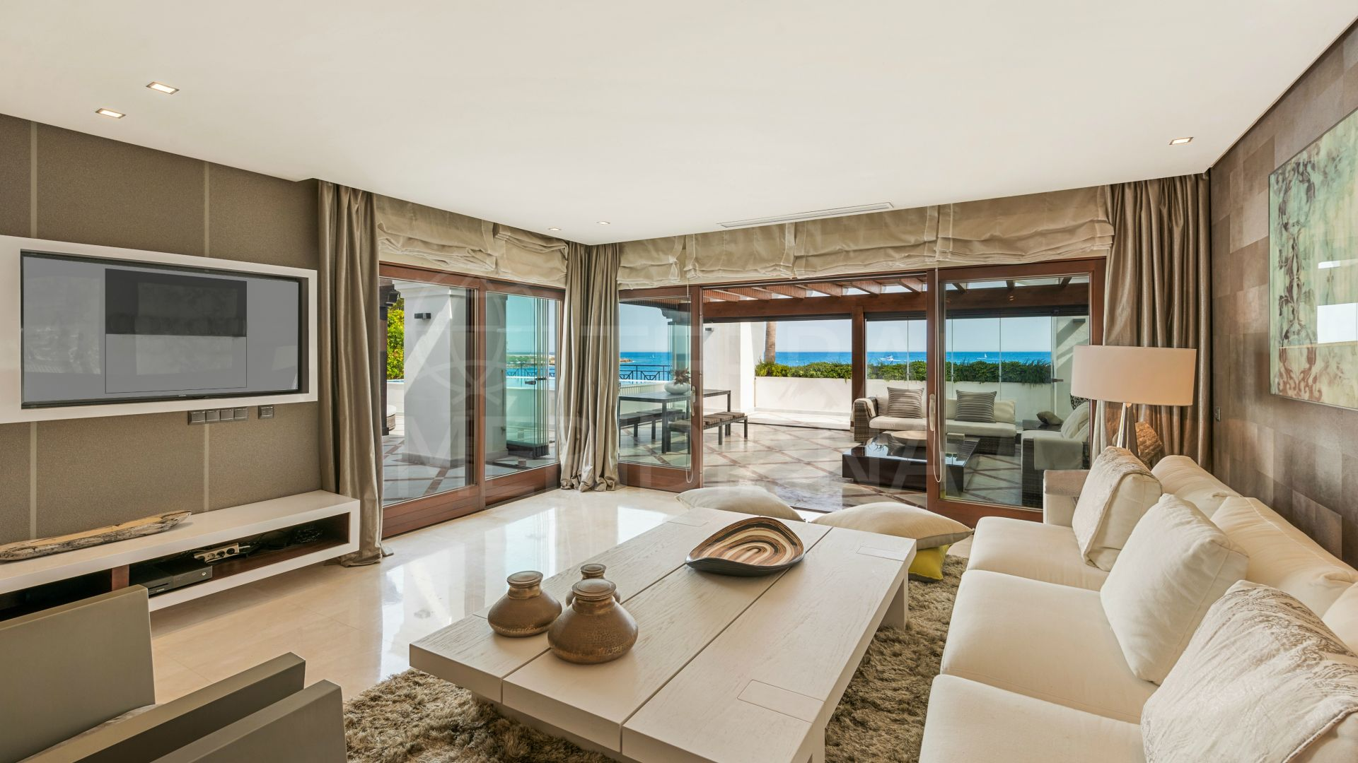 Penthouse with private pool and Mediterranean views for sale in Doncella Beach, Estepona