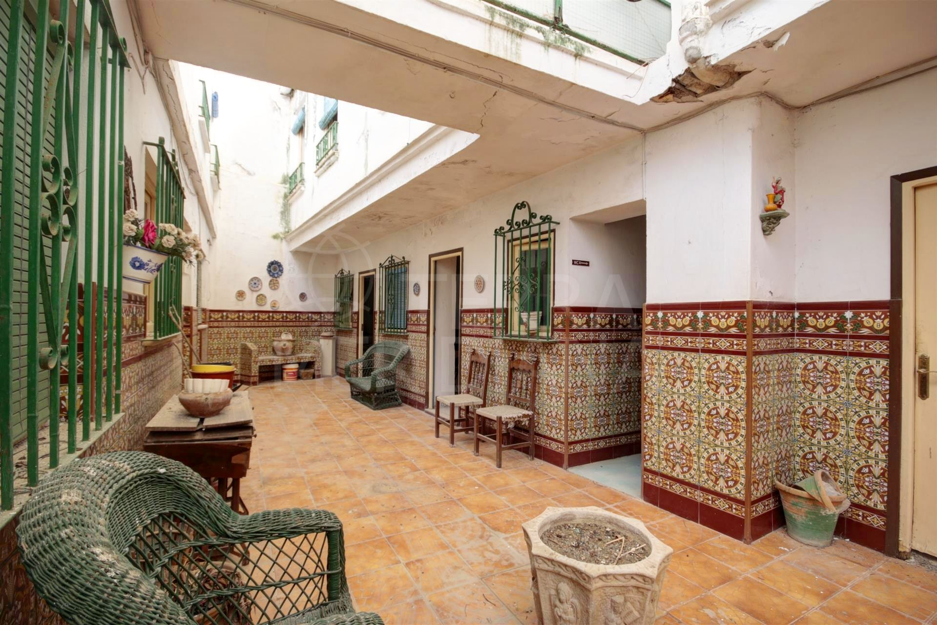 21 bedroom hostel in Estepona old town centre, less than 150m to the beach on a pedestrian street.
