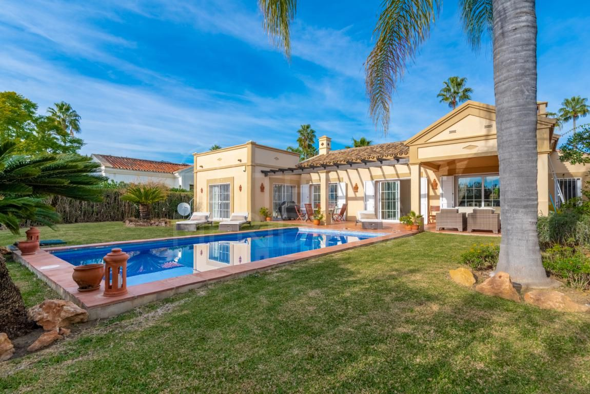 Gorgeous one storey luxury villa with large solarium for sale in Los Naranjos, Nueva Andalucia, Marbella