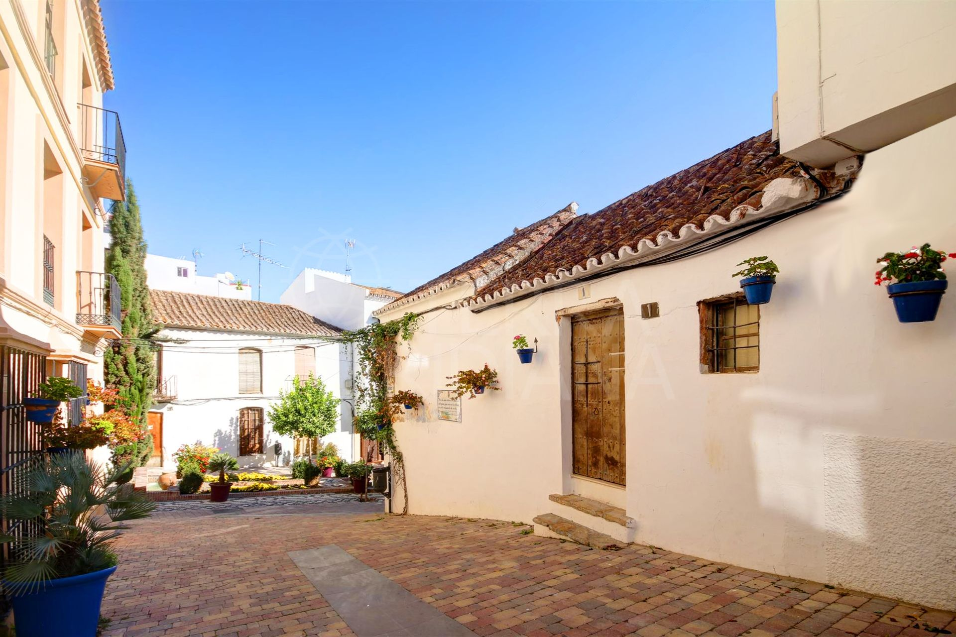 Large townhouse for sale in the old town of Estepona, walking distance to the beach