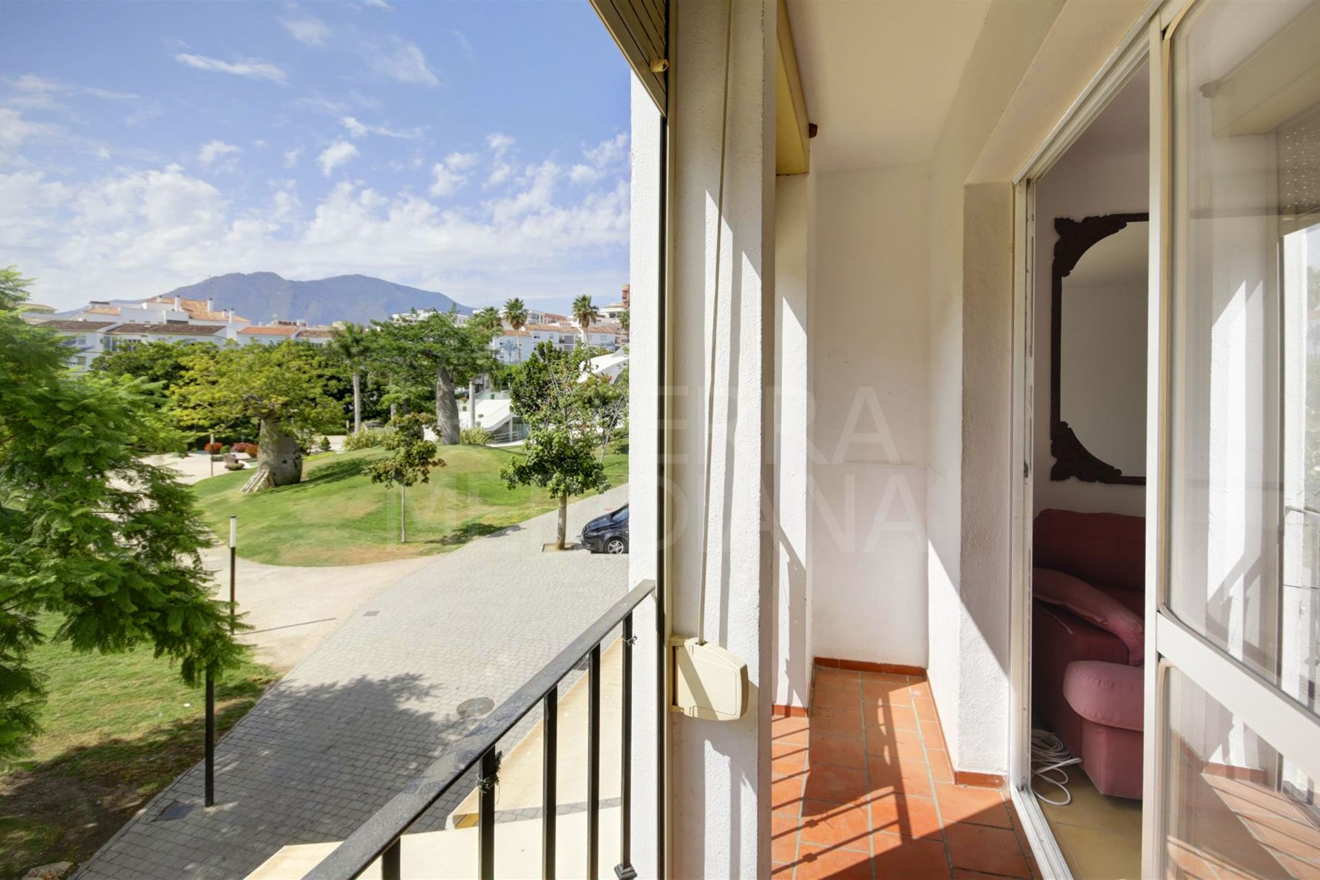 Apartment for sale in the centre of Estepona, opposite the orchidarium and all amenities