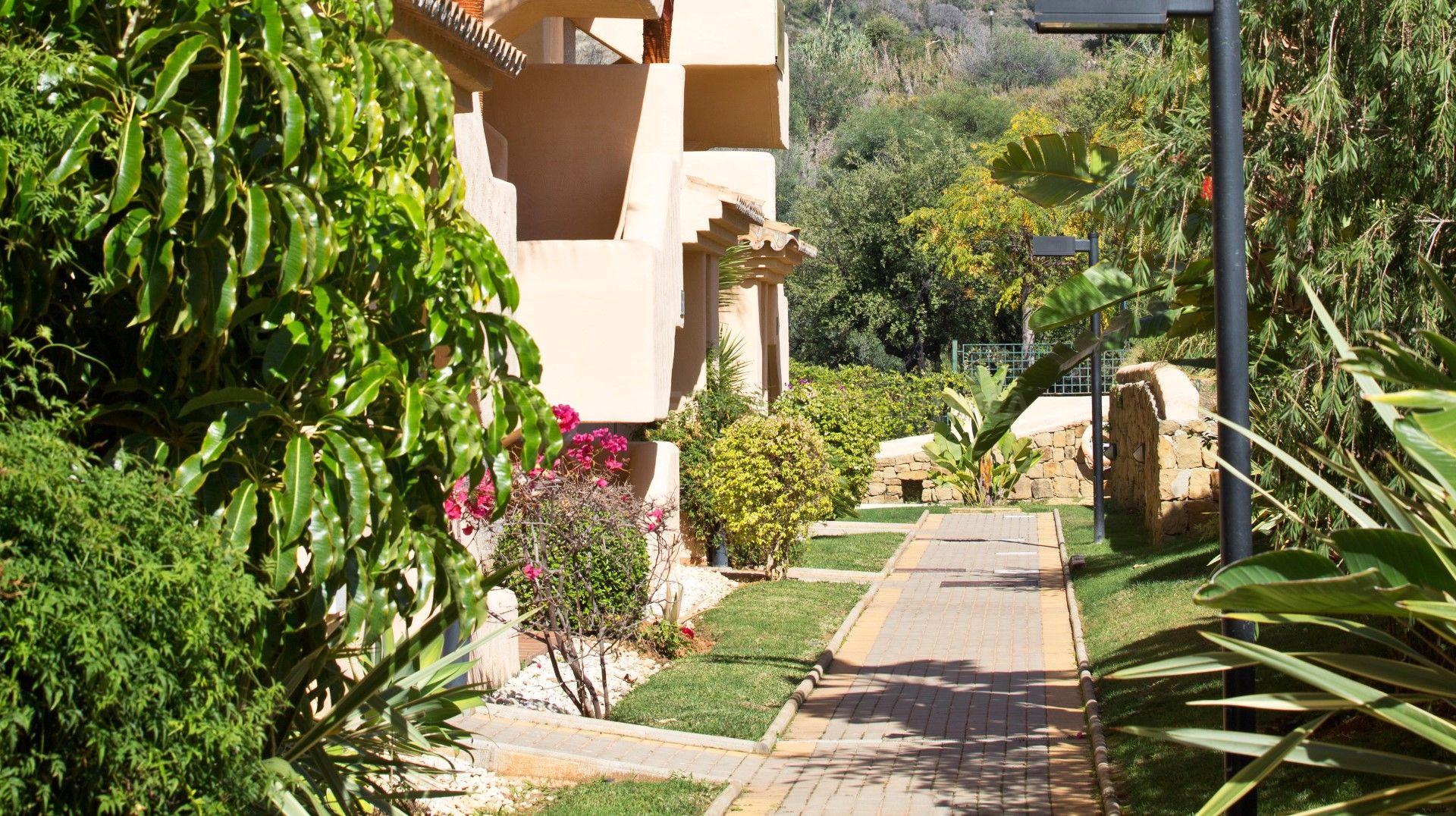 Apartamento nuevo de dos dormitorios en urbanizaci n for Jardines de santa maria elviria