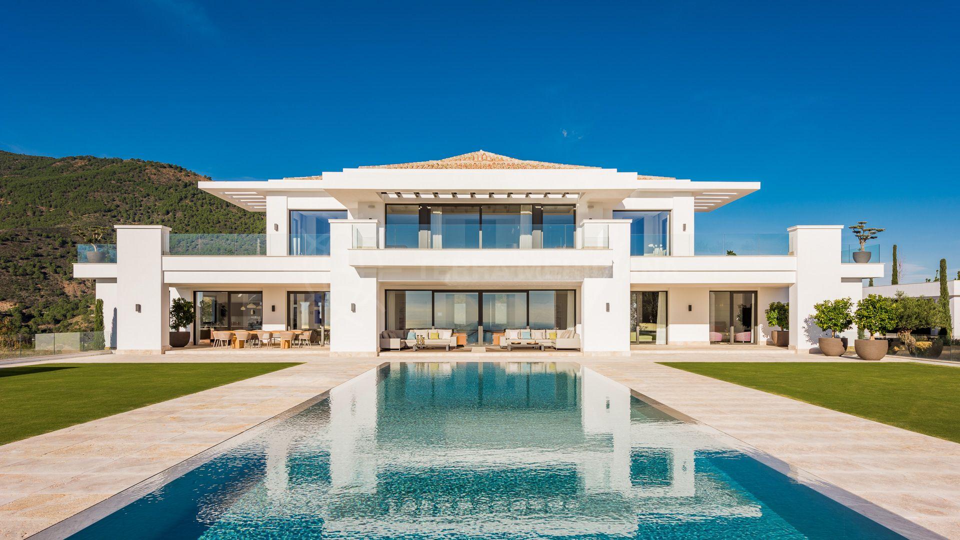 exclusiva lujosa villa contempor nea de nueva planta en venta con vistas panor micas y. Black Bedroom Furniture Sets. Home Design Ideas