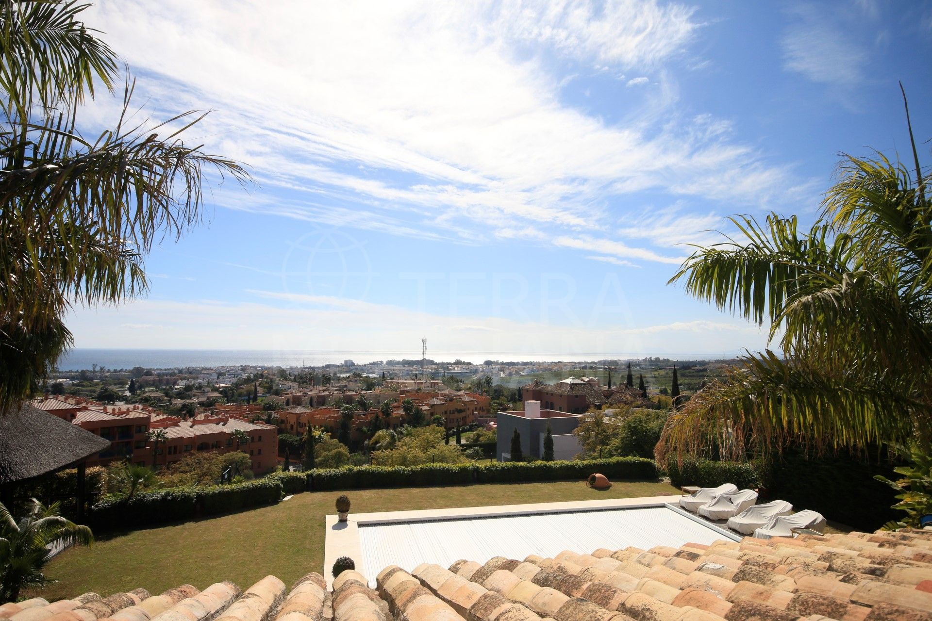 Stylish villa for sale with fabulous sea views in Los Flamingos, Benahavis