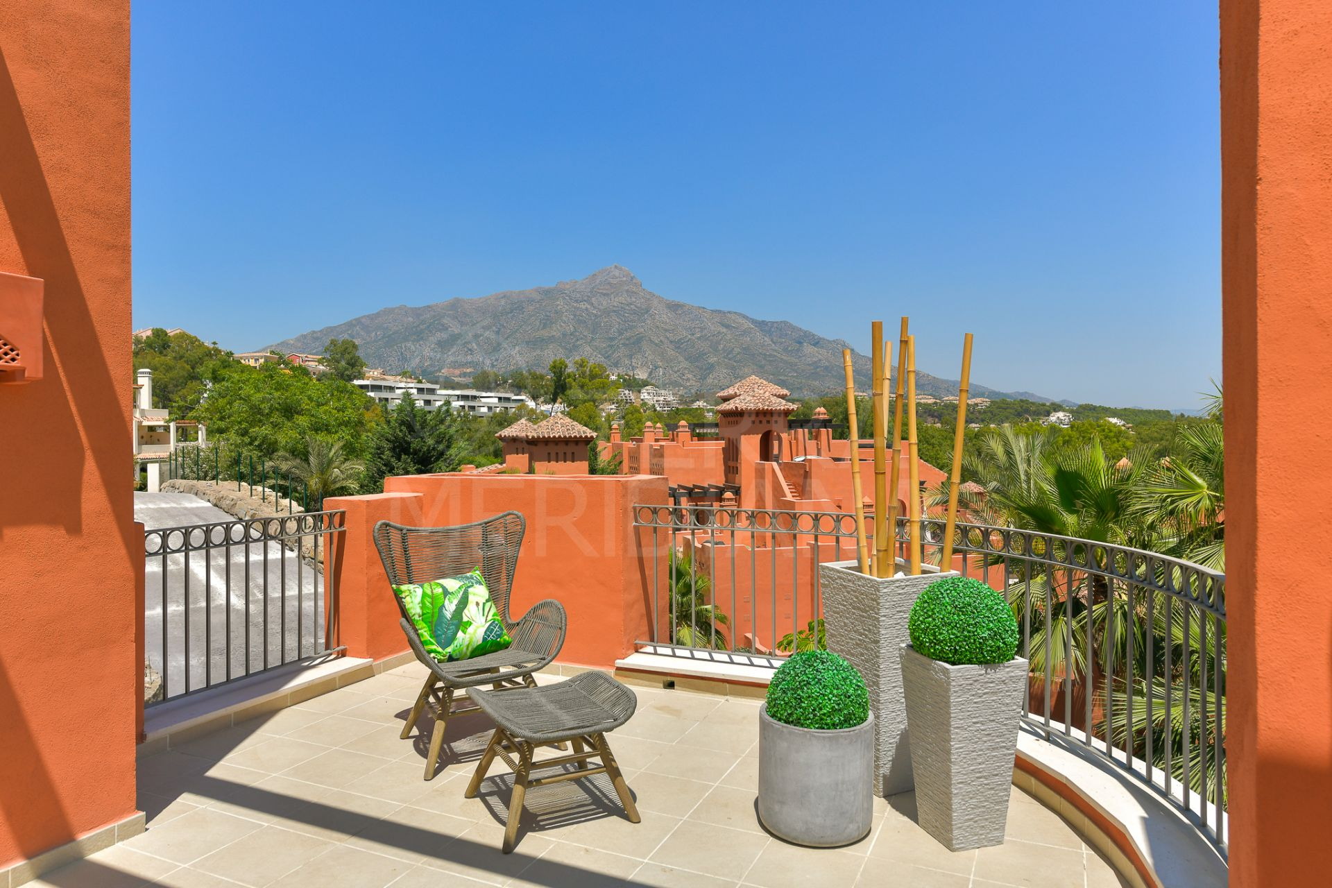 Ground floor 2 bedroom apartment with garden for sale in Alminar de Marbella, Nueva Andalucia