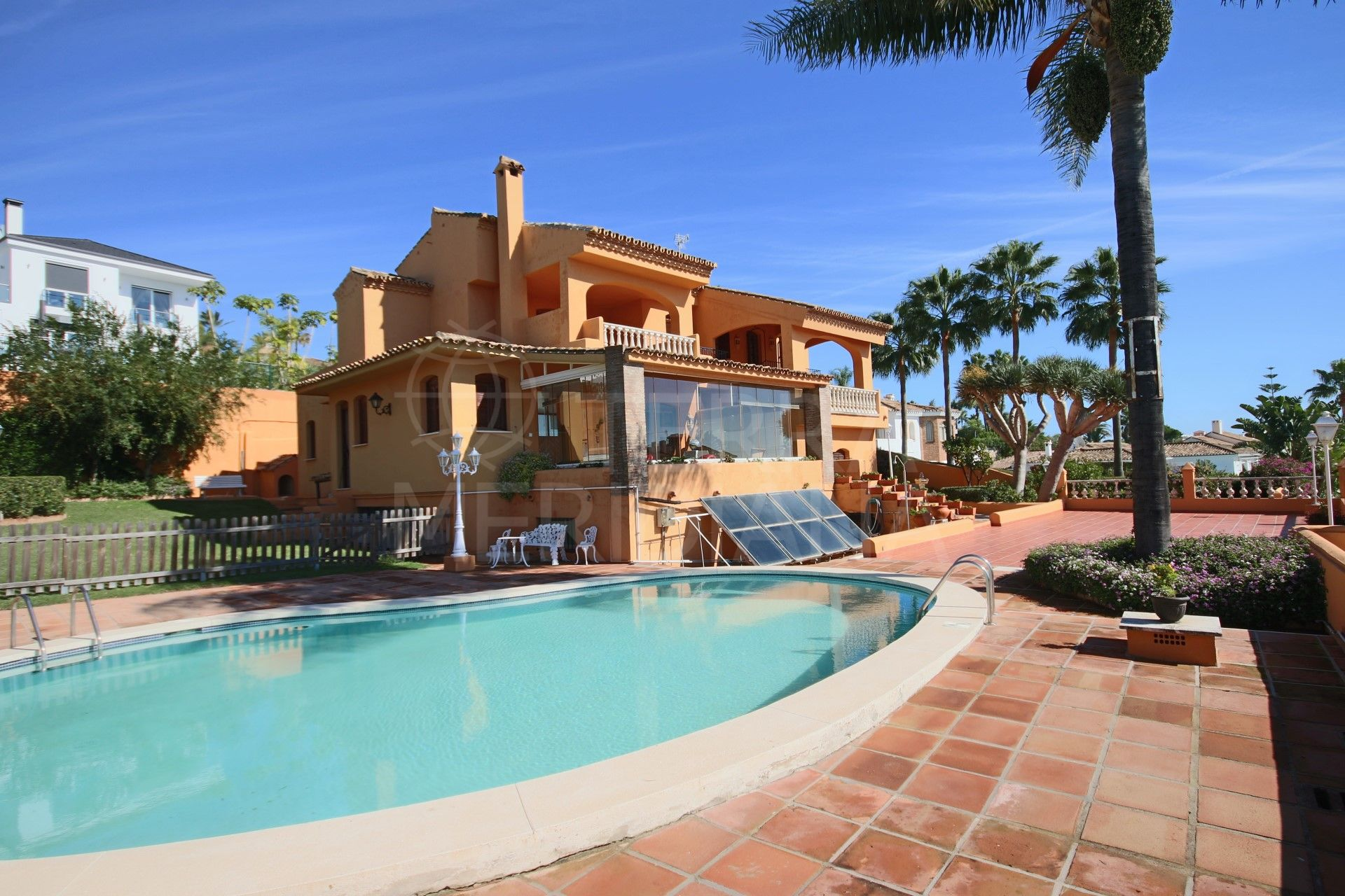 Large villa for sale of classic design in the established complex of Seghers, close to the port and Estepona´s main beach