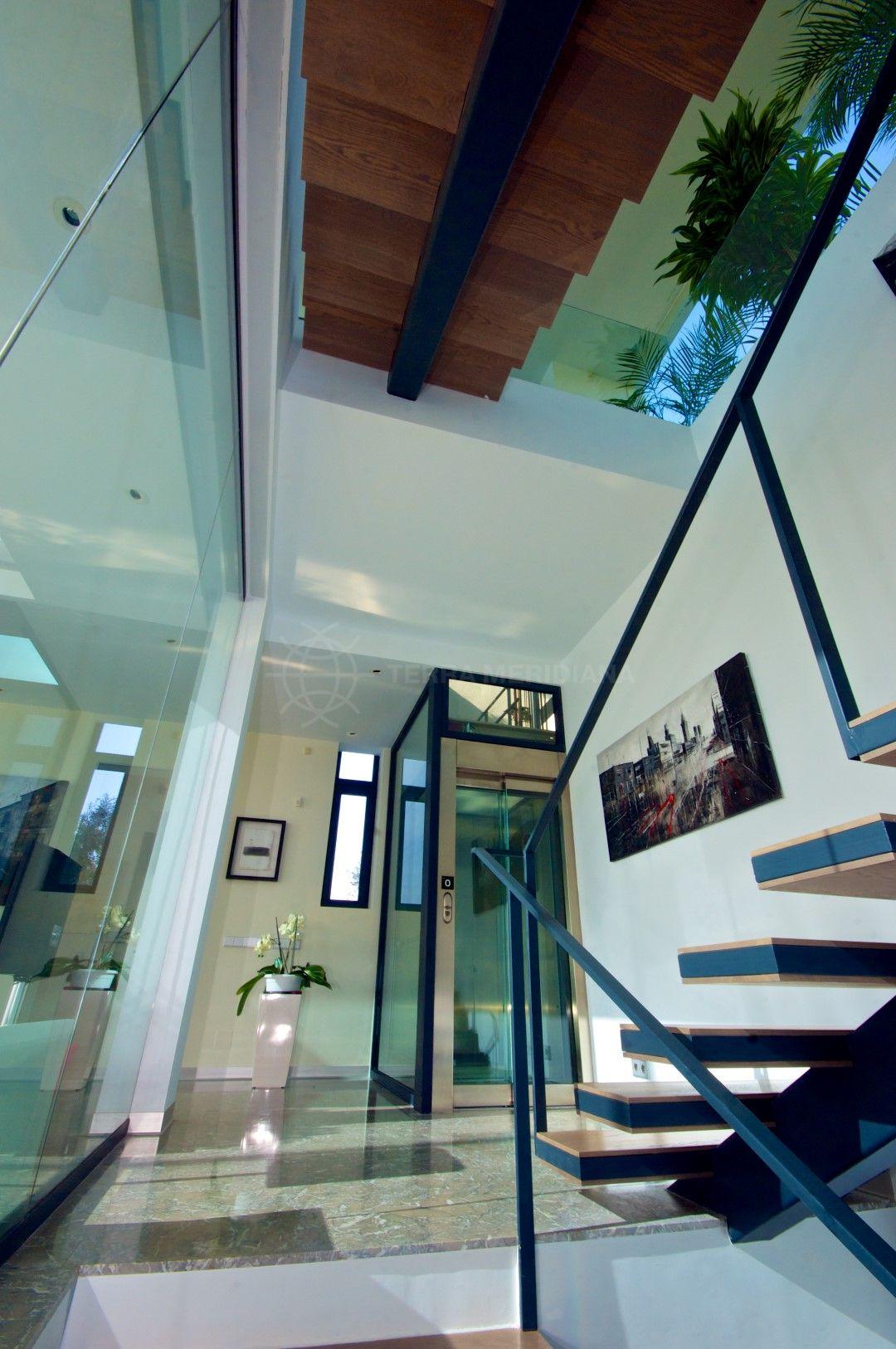 Modern villa for sale with sea views in La Alqueria, Benahavís