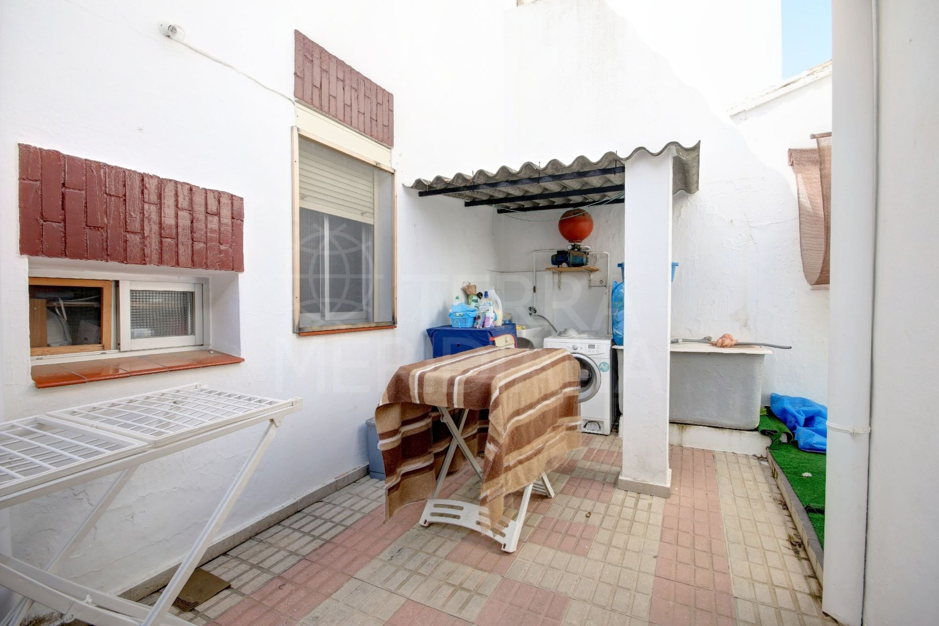 Townhouse for sale in Estepona town, within walking distance of all amenities