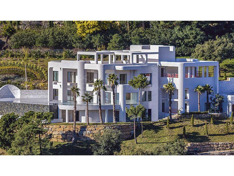 Striking contemporary 10 bedroom villa for sale in La Zagaleta ...
