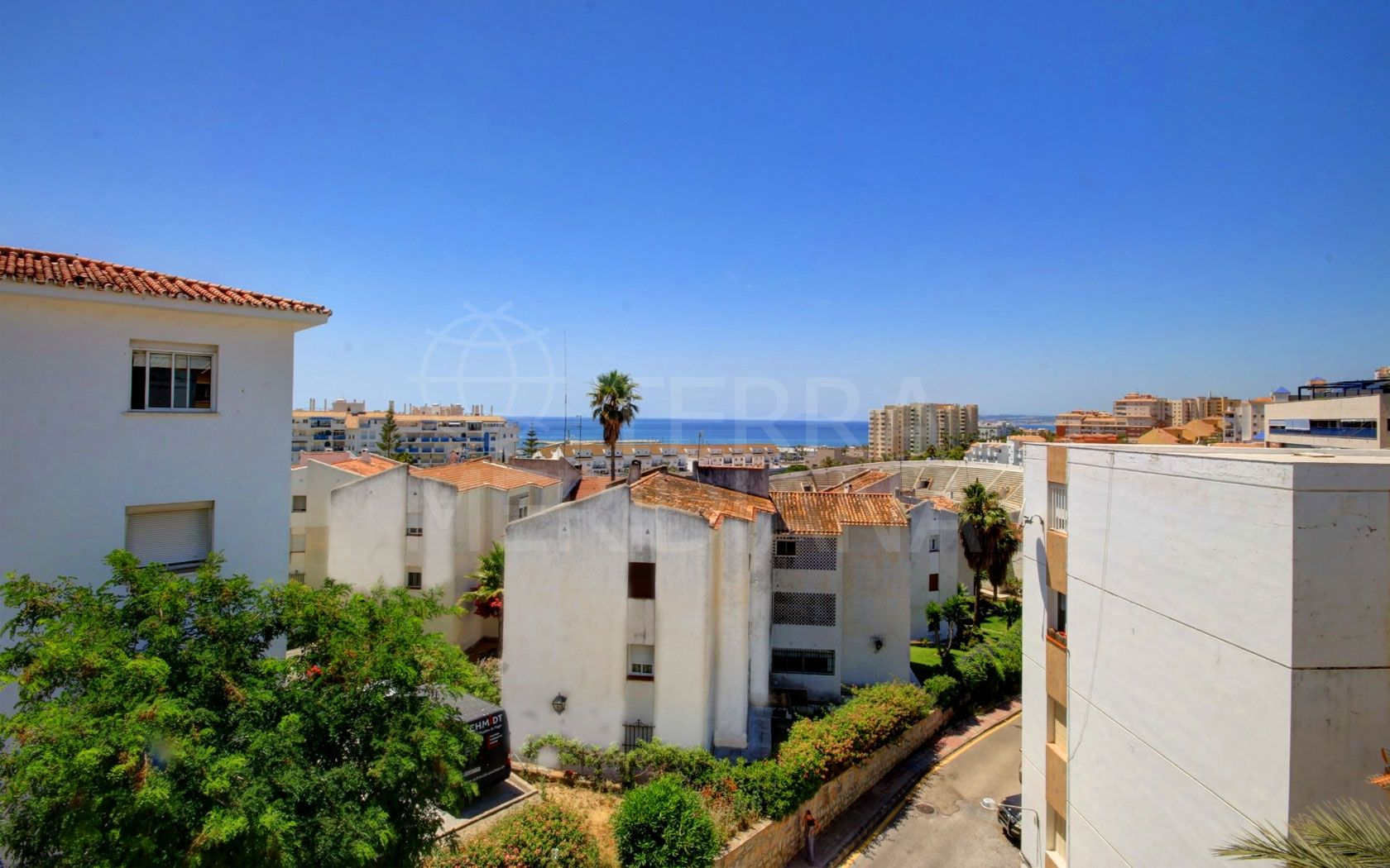 2 bedroom apartment for sale by Estepona Port, with great sea views