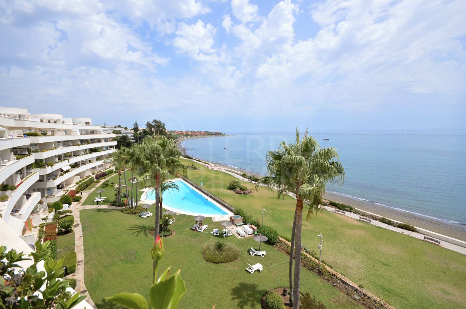 Front line beach duplex penthouse with private pool for sale in Granados Playa, New Golden Mile