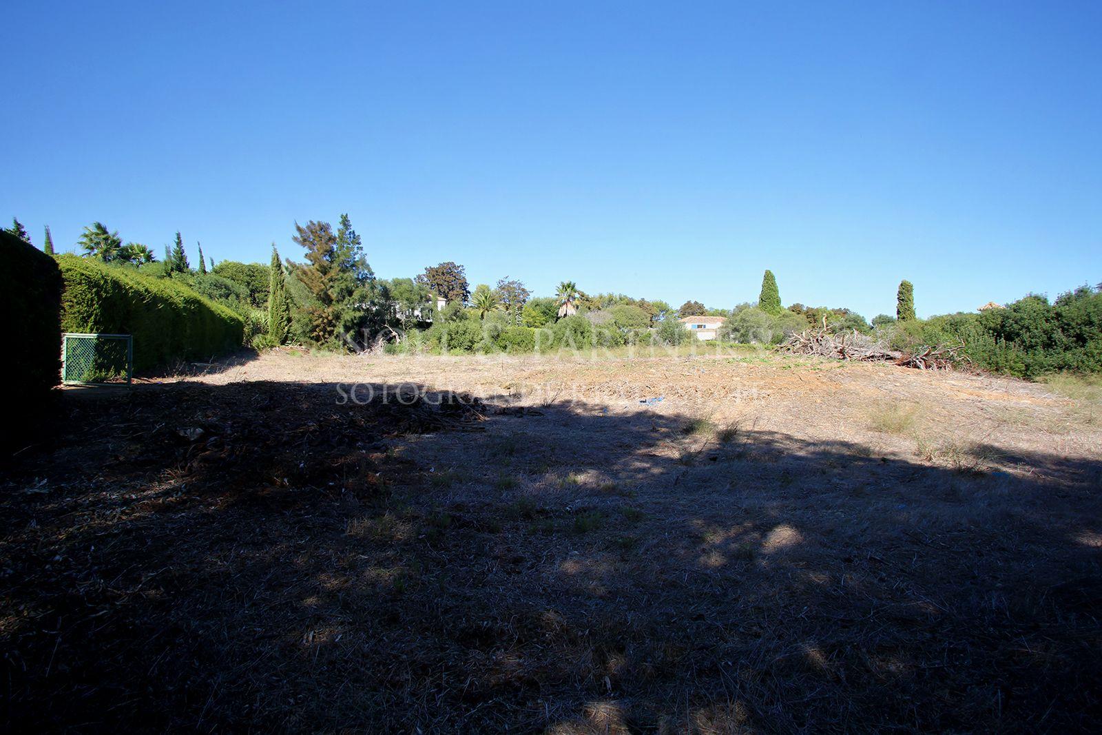 Plot for sale in Sotogrande Alto onto Valderrama