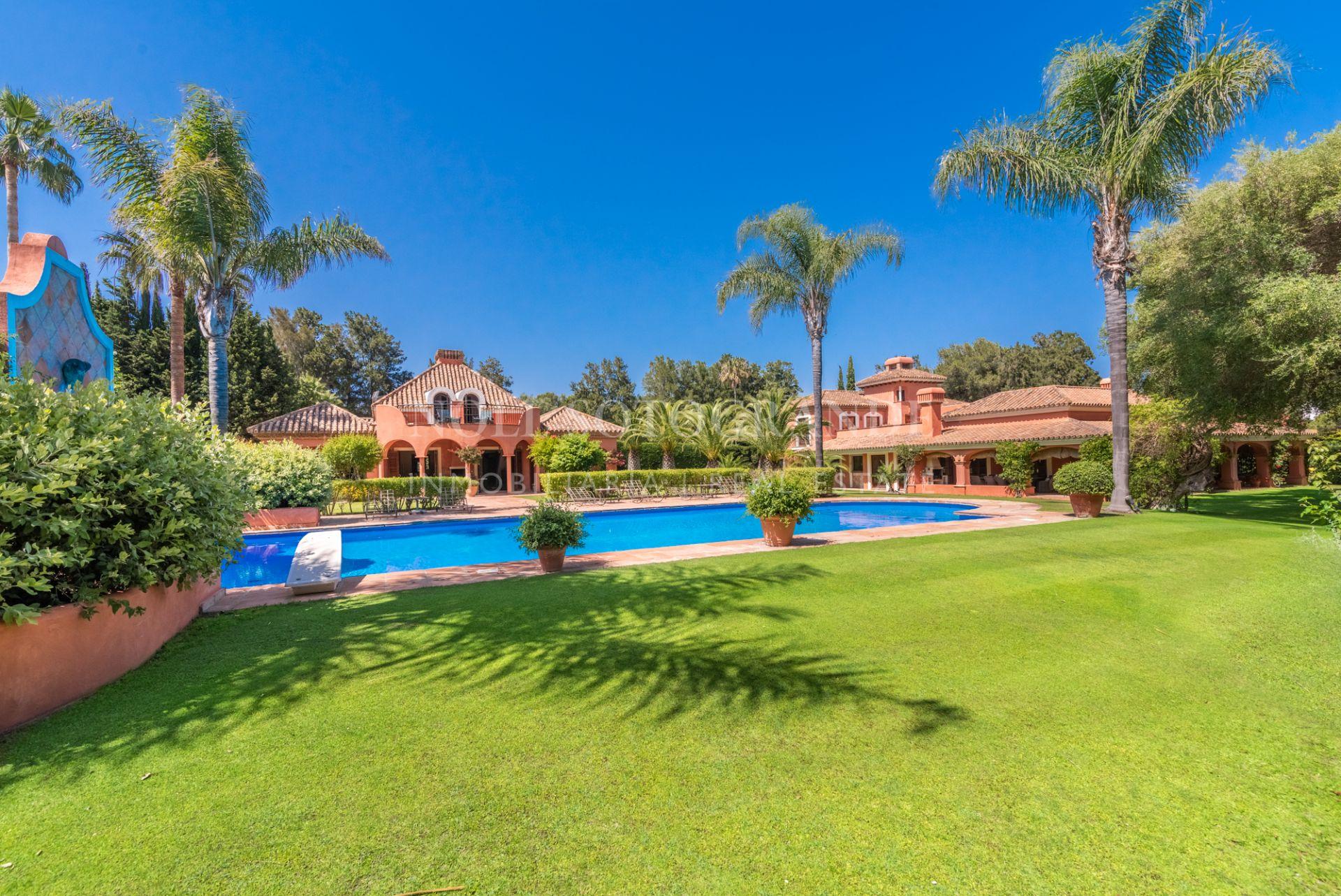 Sotogrande Costa, large villa in prime location on large plot.