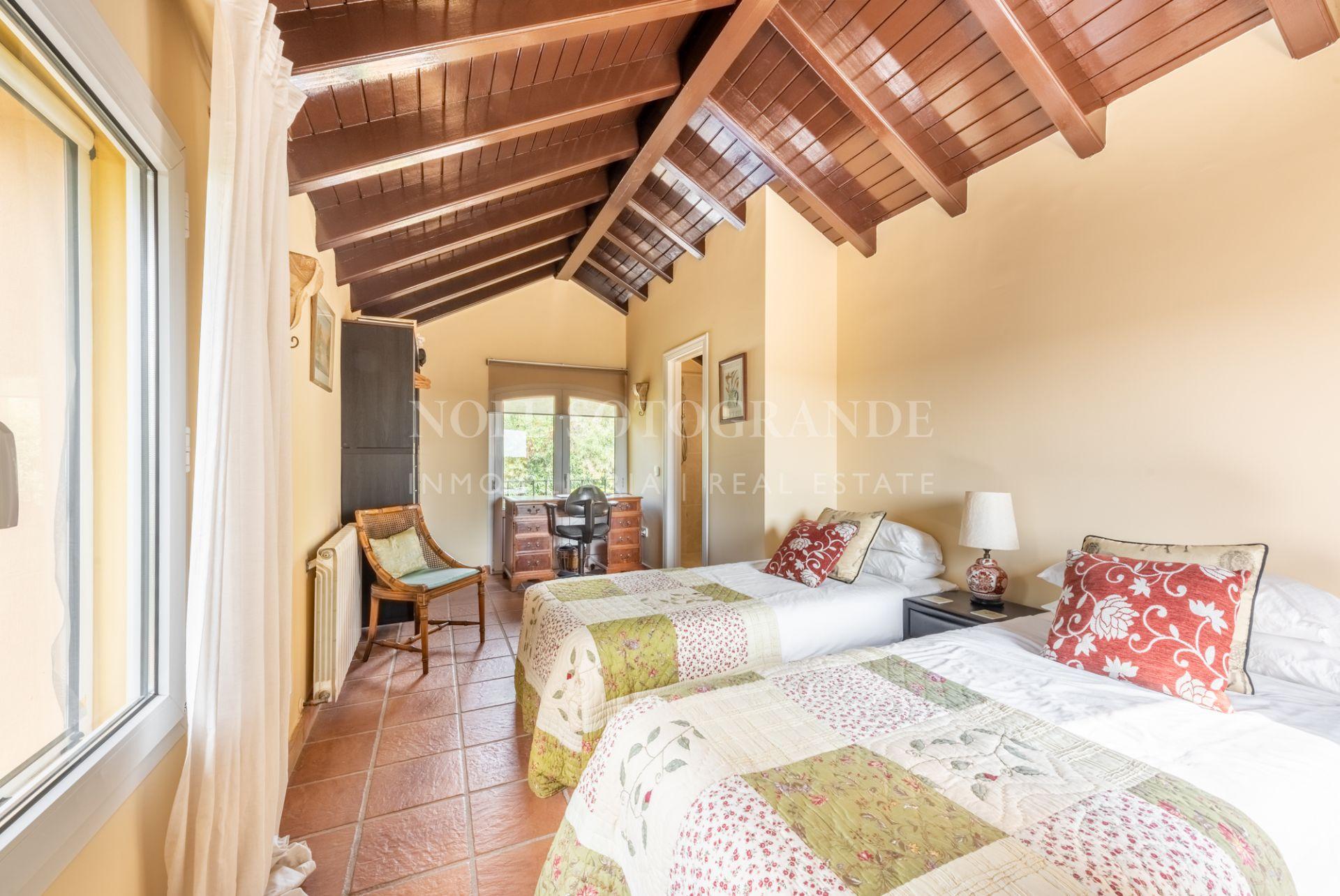 Villa with sea view in quiet location of Sotogrande Alto