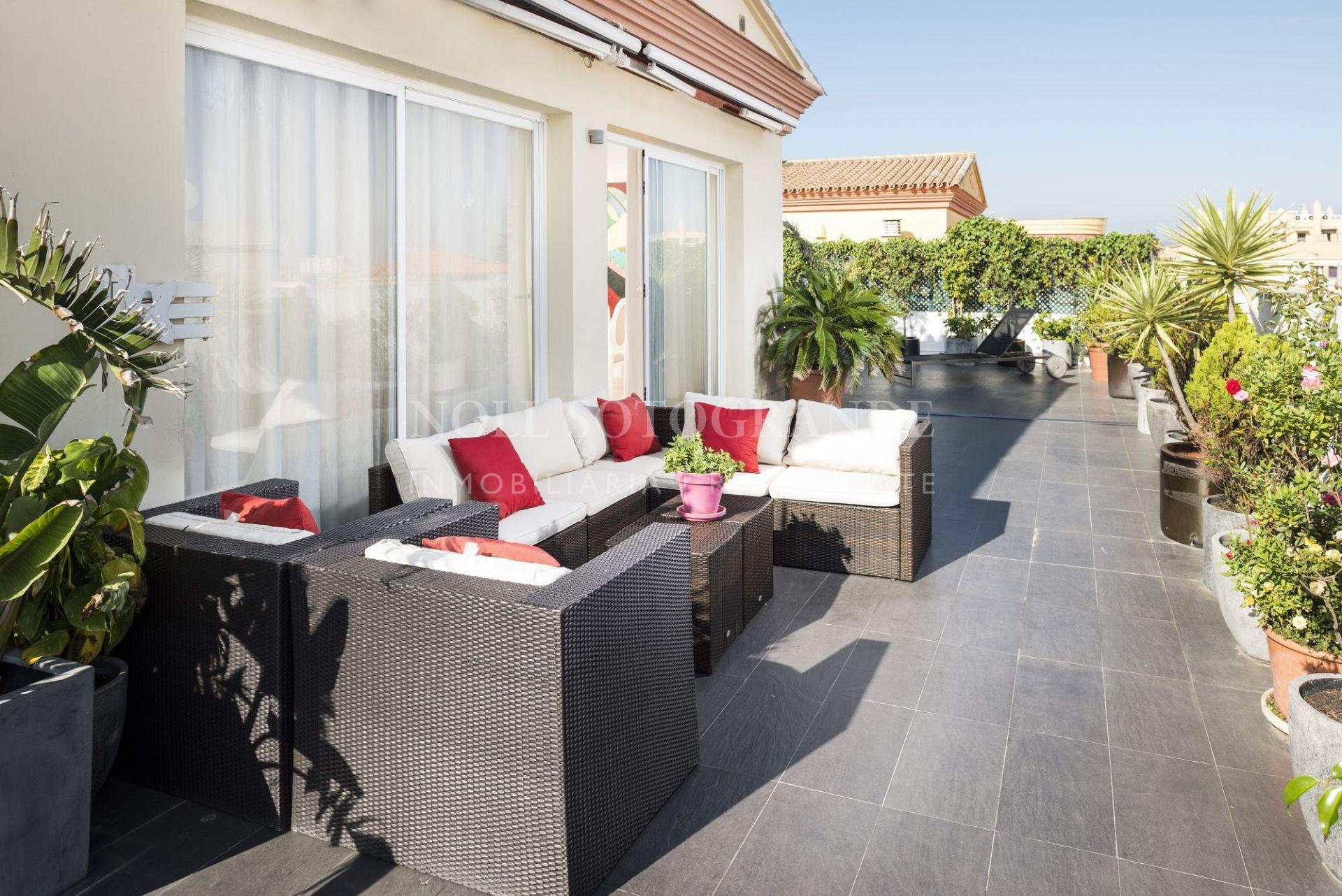 Penthouse with large private terrace in the heart of La Linea de la Concepción