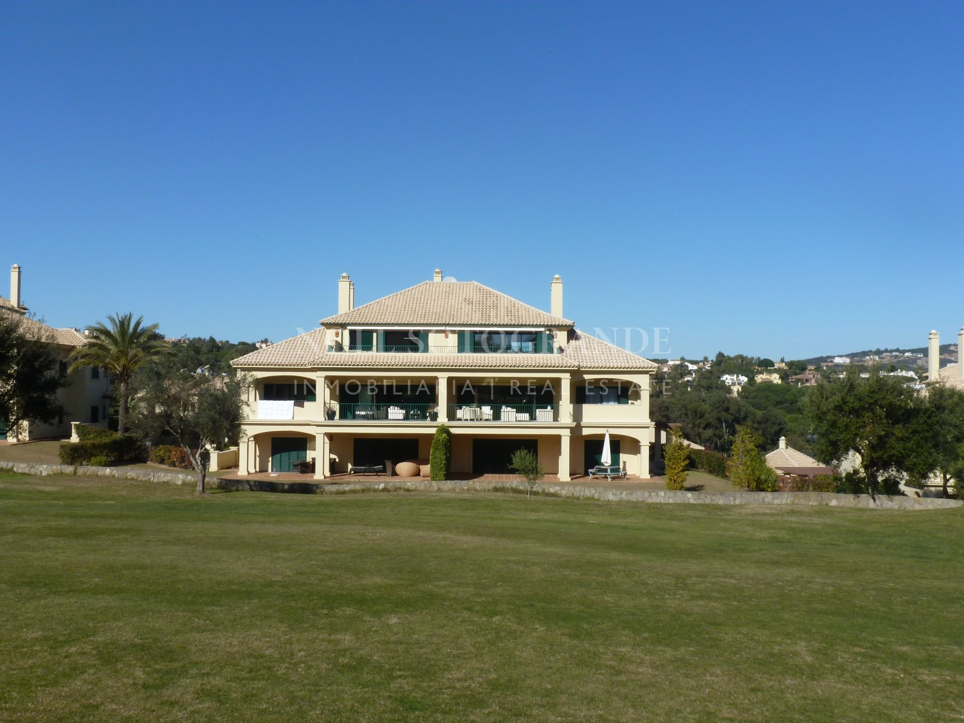 Pretty penthouse front line golf San Roque Club