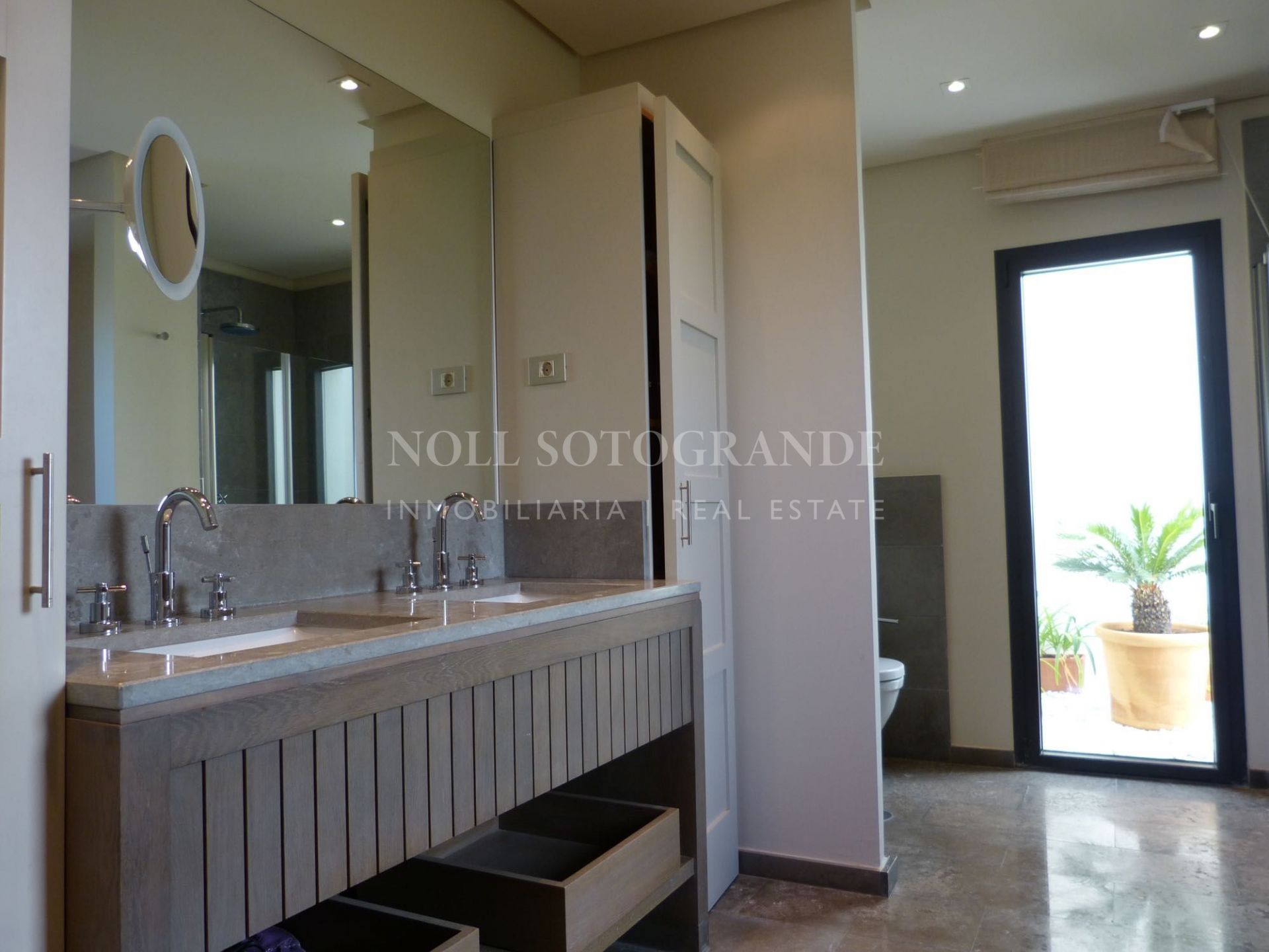Modern villa in small urbanisation for sale Sotogrande