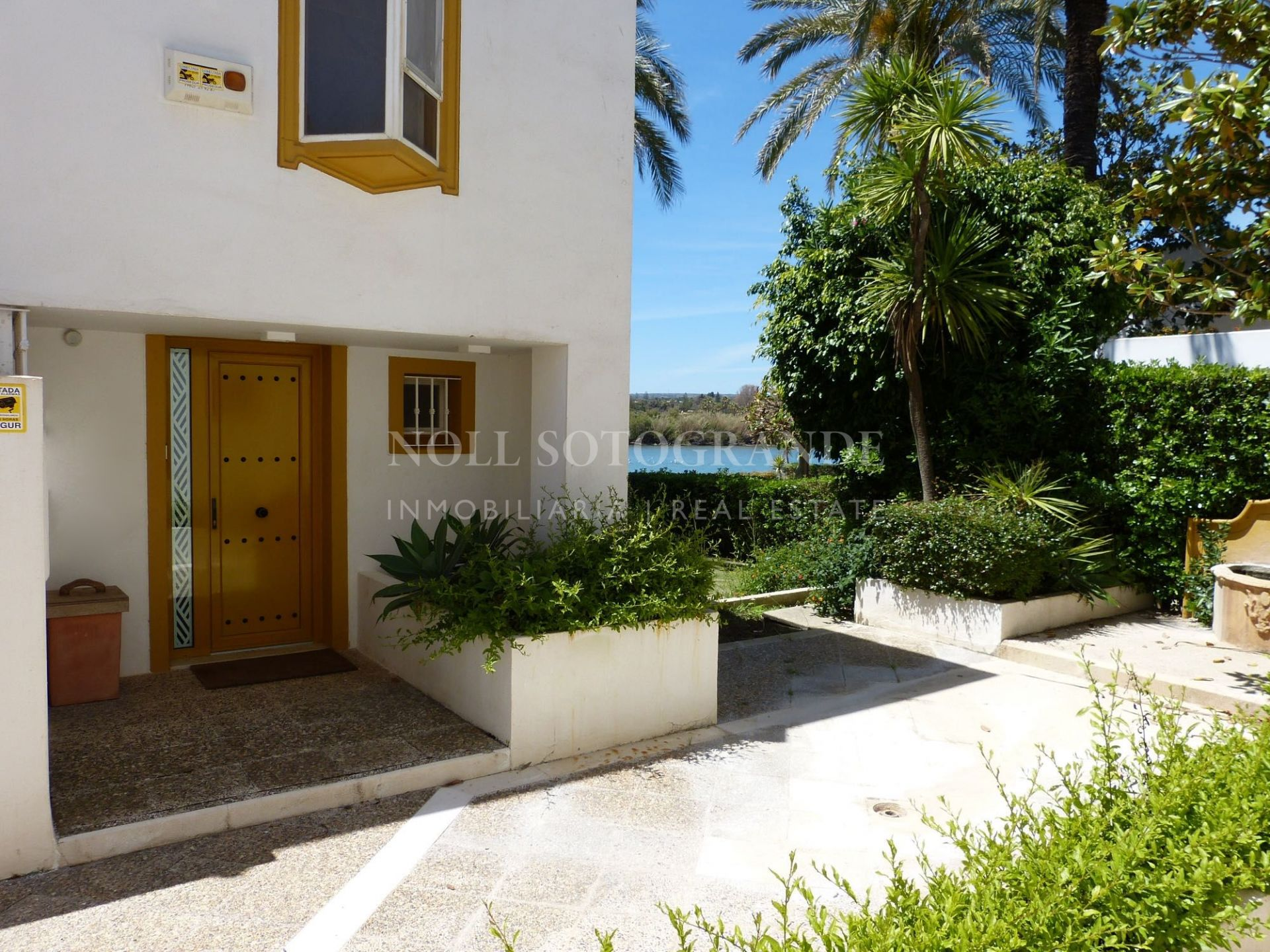 Refurbished townhouse by the sea- Sotogrande Beach