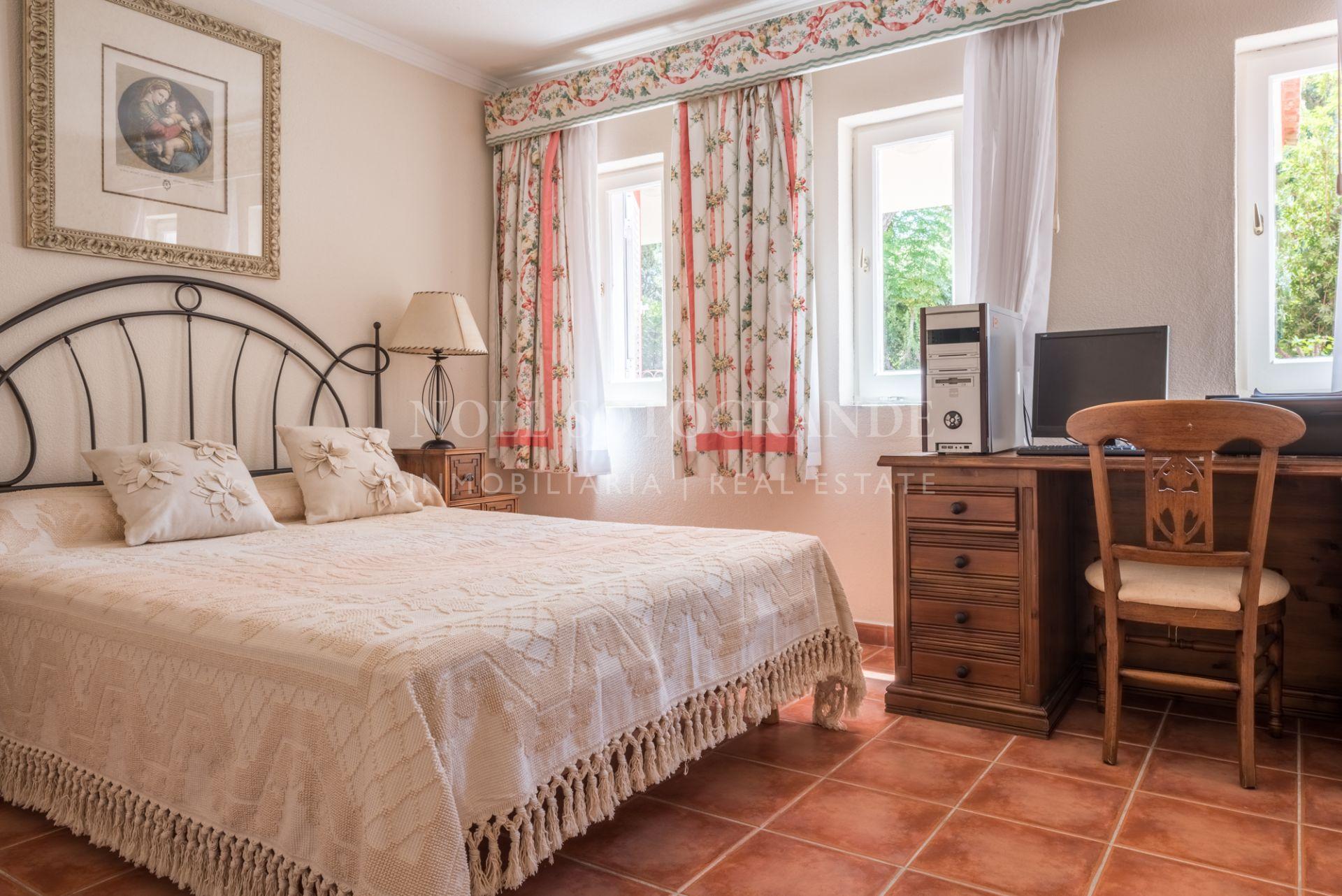 Villa for sale on large plot Sotogrande Costa