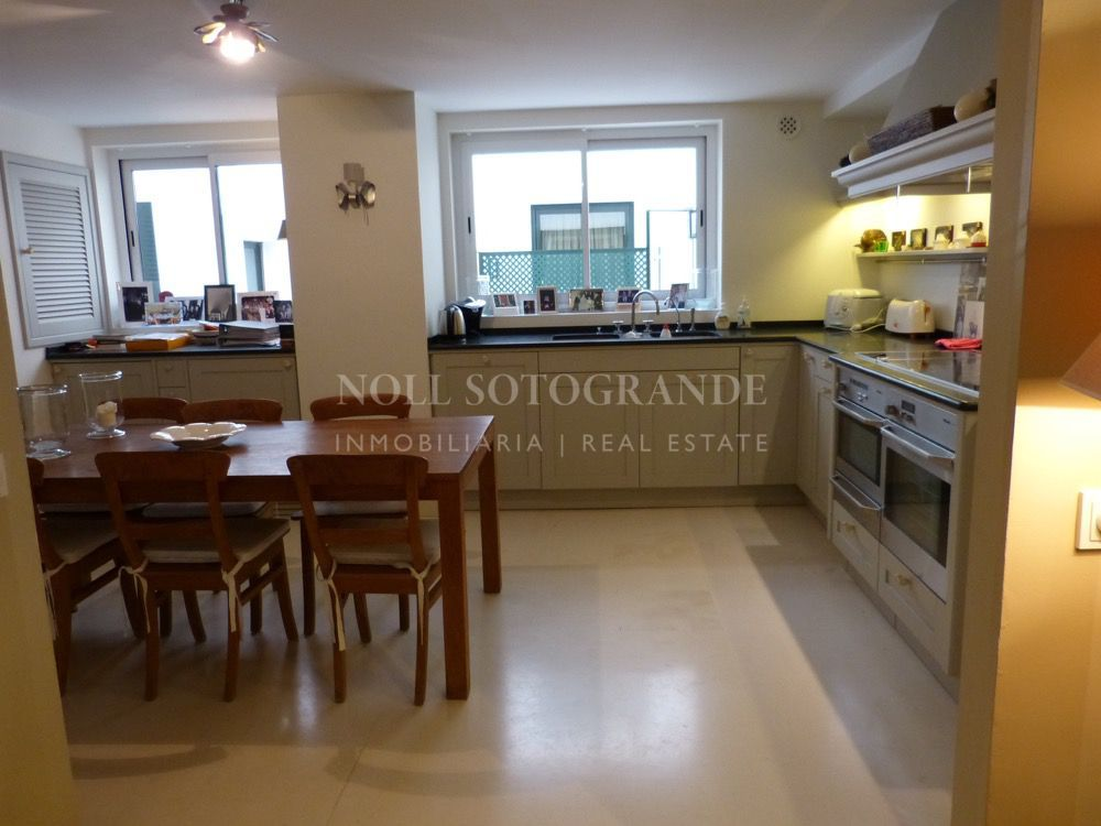 Sotogrande Beach apartment with private swimming pool