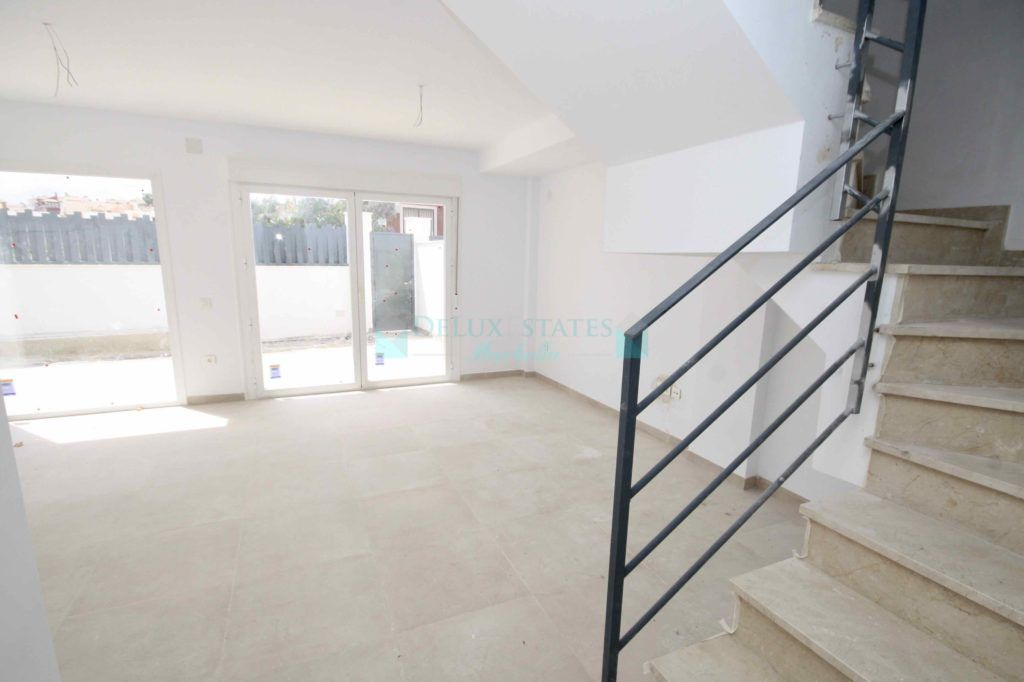 Semi Detached House for sale in Lindasol, Marbella East
