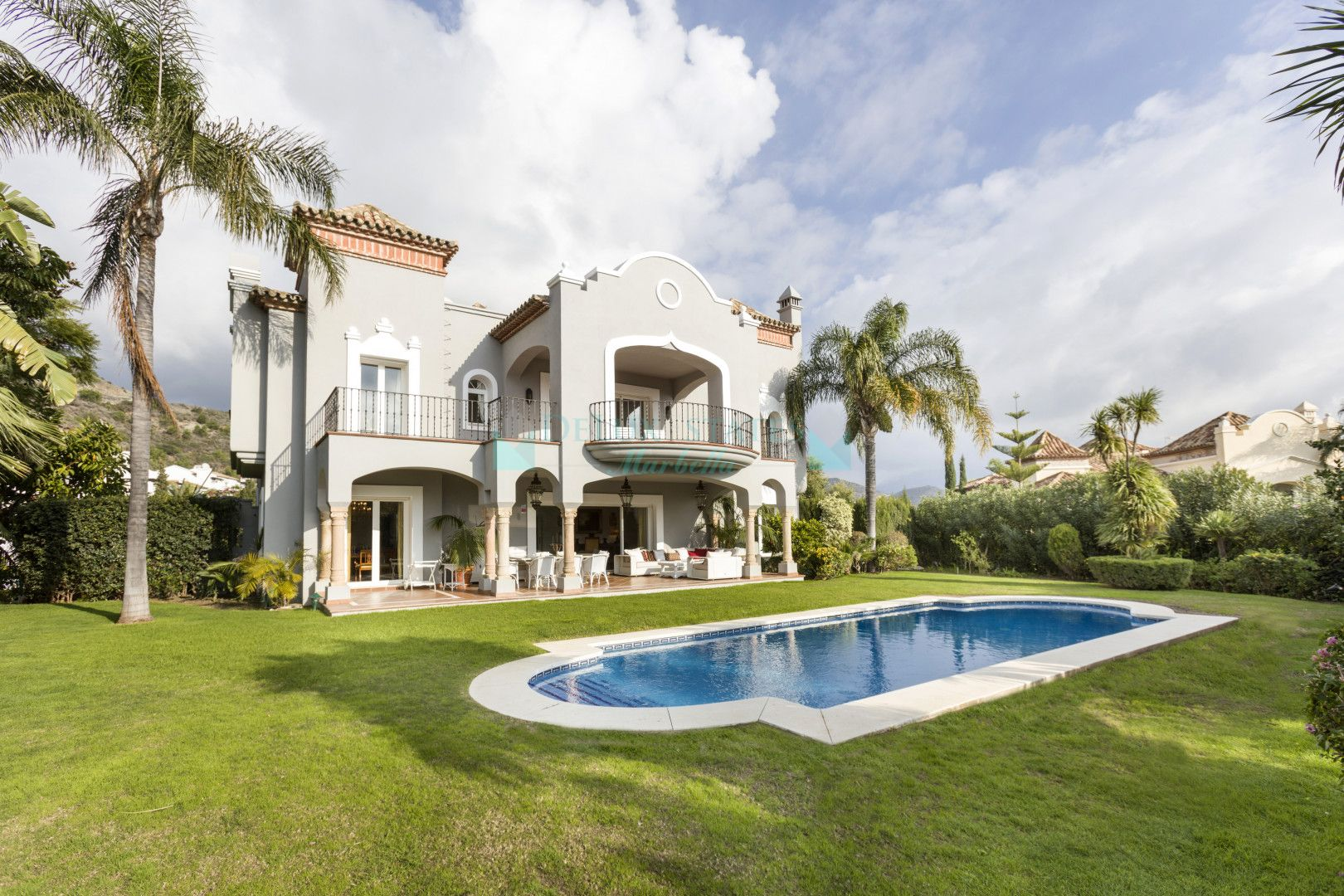 Villa for sale in Altos de La Quinta, Benahavis