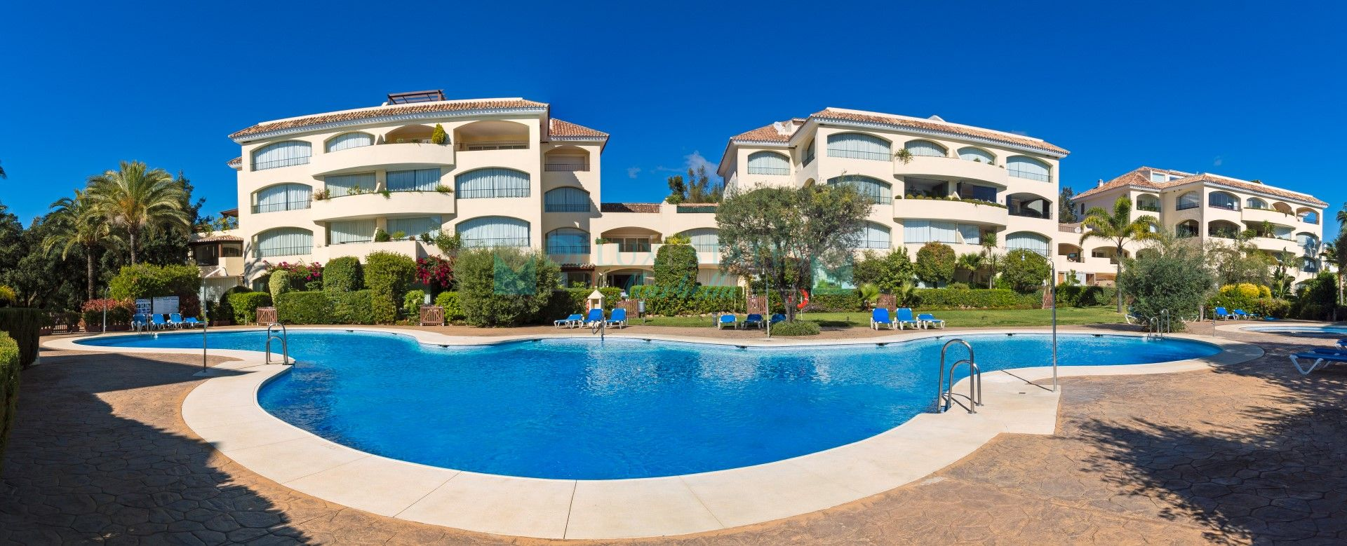 Apartment for sale in Bahia de Marbella, Marbella East