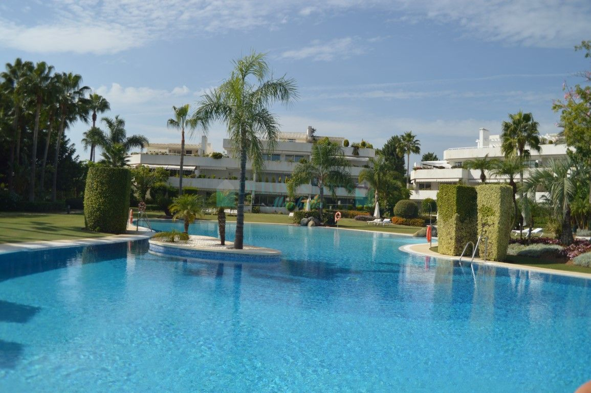 Apartment for sale in Los Granados Golf, Nueva Andalucia