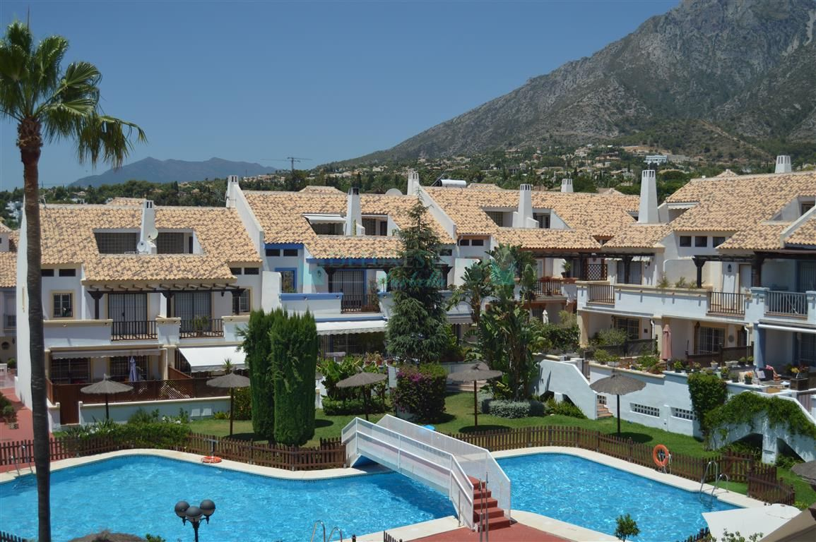 Town House for sale in Valdeolletas, Marbella