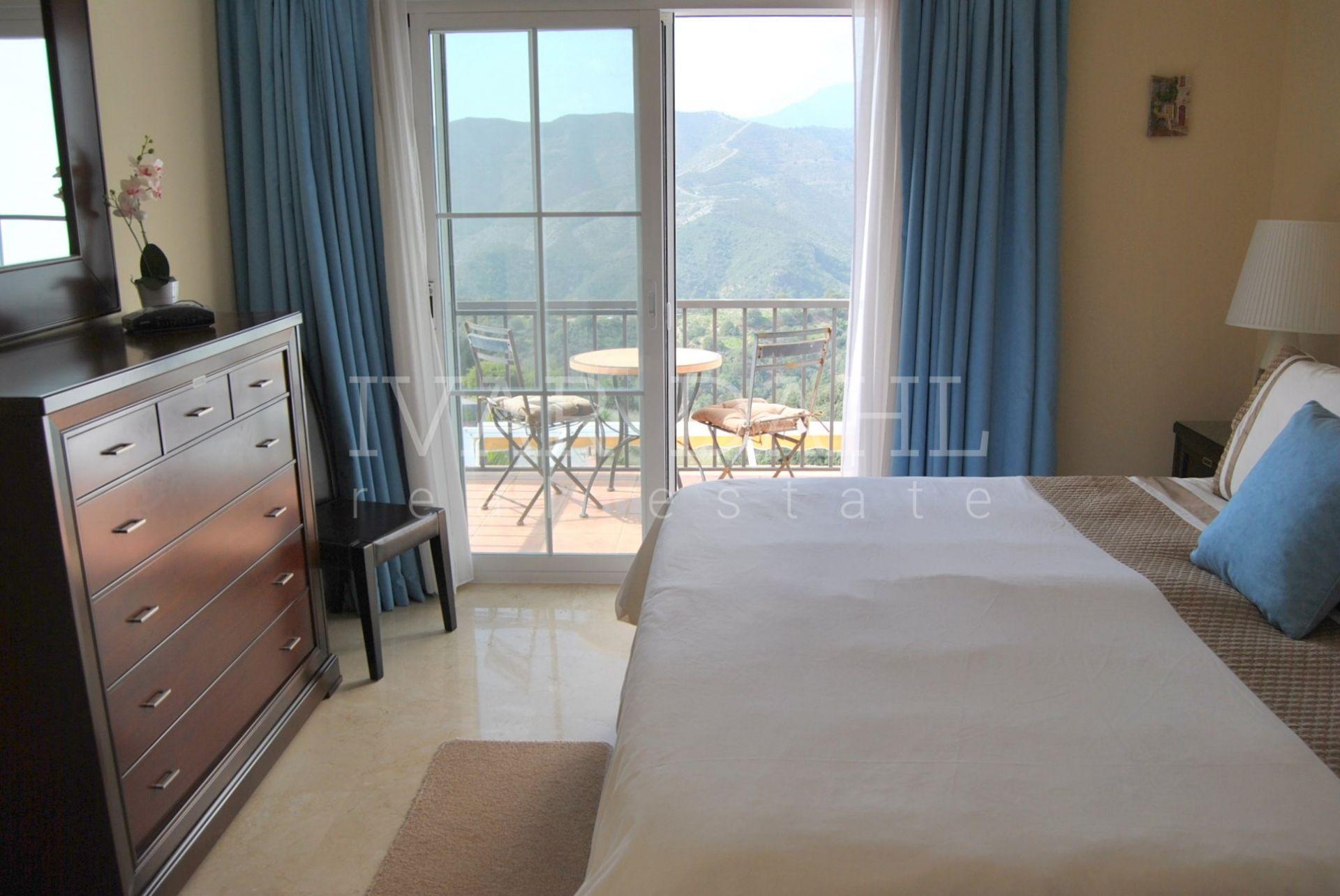 wohnung in istan nahe marbella eine sch ne helle maisonette wohnung mit herrlicher aussicht. Black Bedroom Furniture Sets. Home Design Ideas