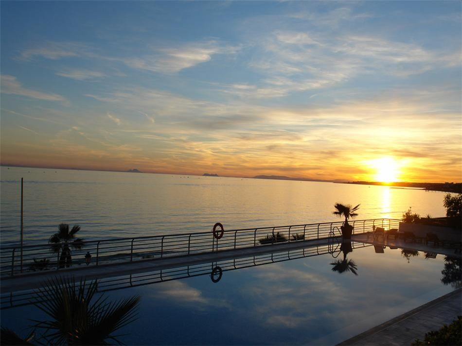 2 front-line beach penthouses for sale with beautiful views in Marbella